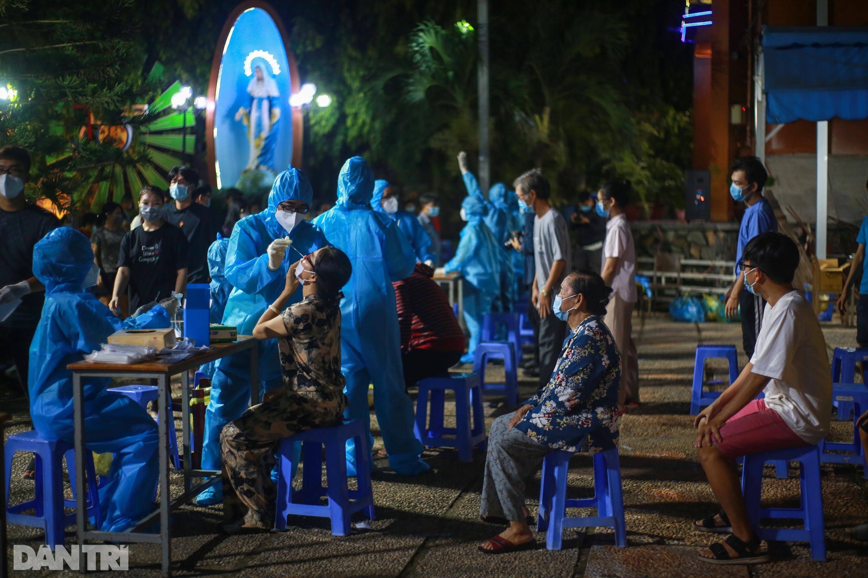 TPHCM: Trắng đêm xét nghiệm 50.000 người Gò Vấp tìm chuỗi lây ở hội thánh - 6