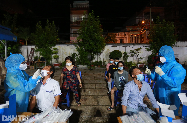 TPHCM: Trắng đêm xét nghiệm 50.000 người Gò Vấp tìm chuỗi lây ở hội thánh - 8