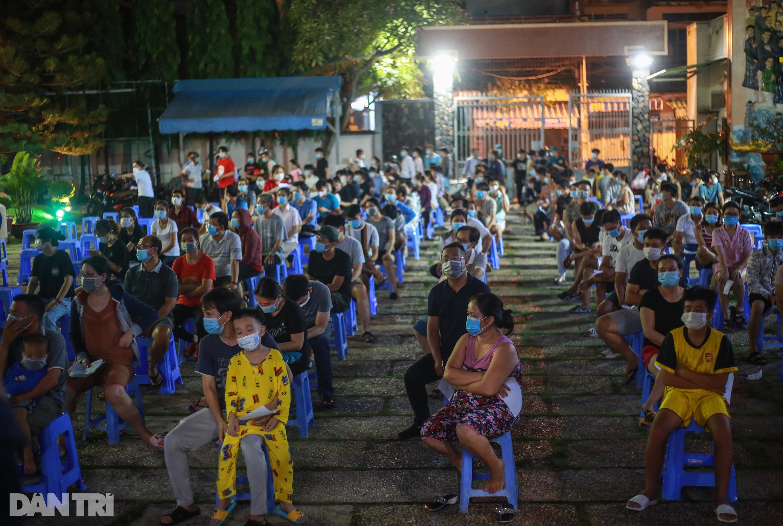 TPHCM: Trắng đêm xét nghiệm 50.000 người Gò Vấp tìm chuỗi lây ở hội thánh - 2