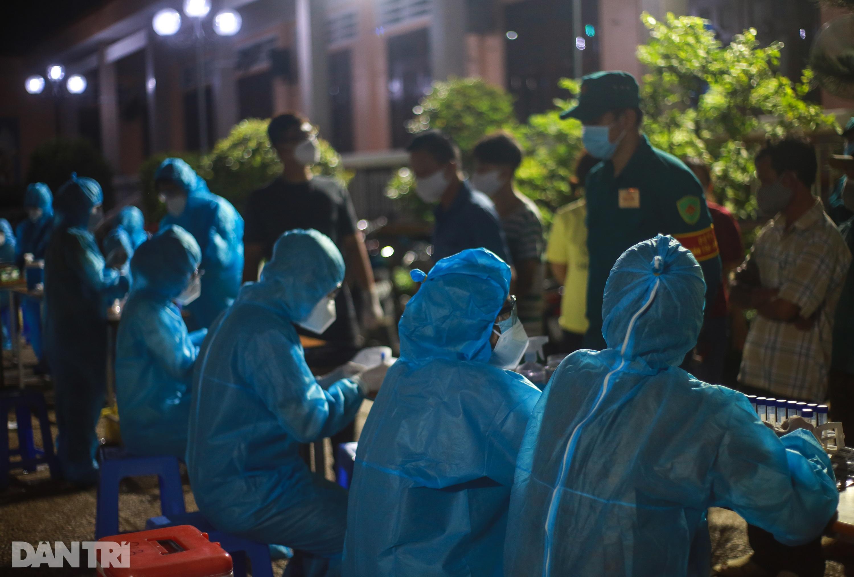TPHCM: Trắng đêm xét nghiệm 50.000 người Gò Vấp tìm chuỗi lây ở hội thánh - 13
