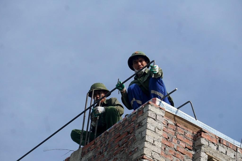 Người lao động vật lộn trong chảo lửa miền Trung - 7