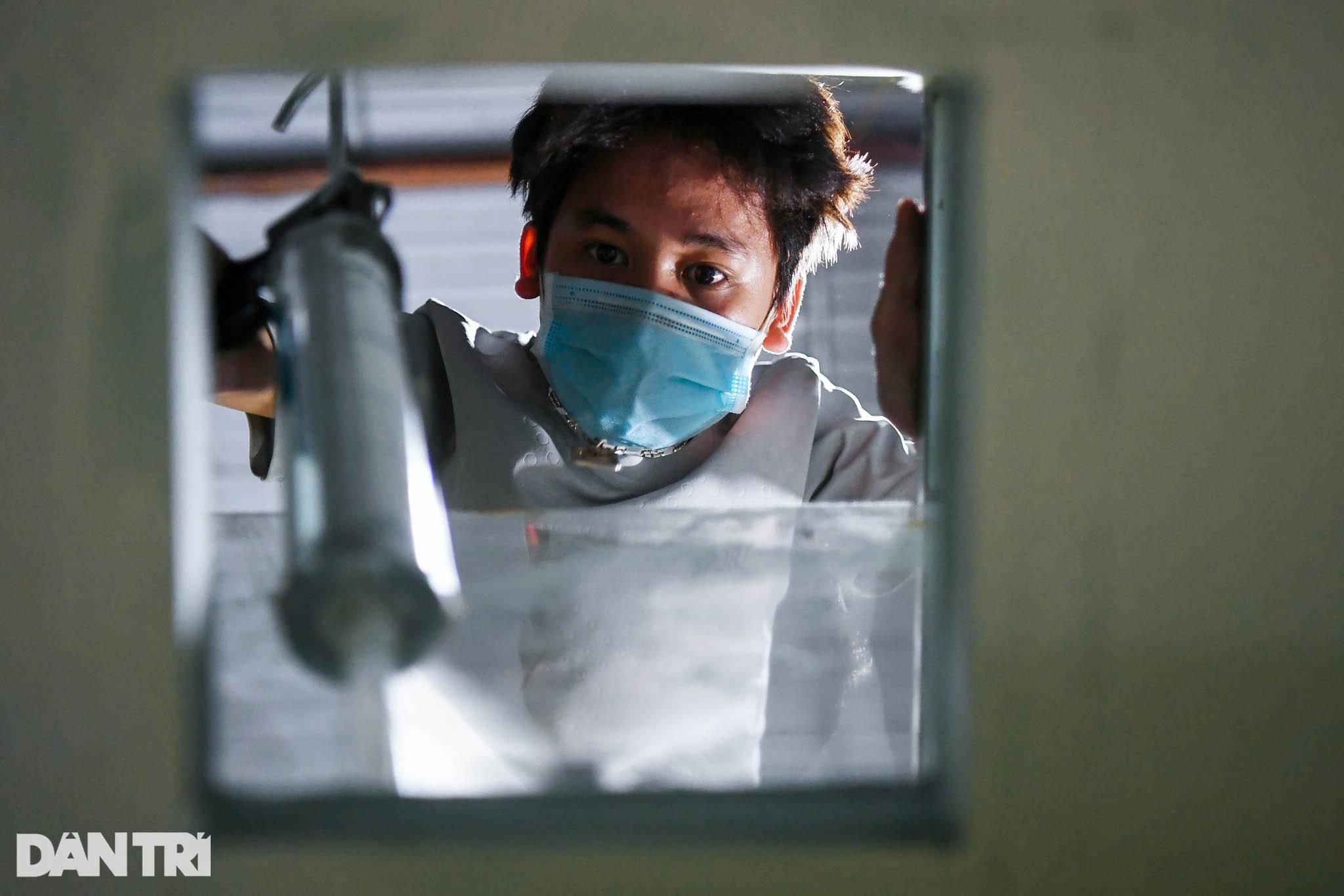 Cận cảnh vũ khí chống nóng, ngăn Covid-19 cho y bác sĩ lấy mẫu xét nghiệm - 1