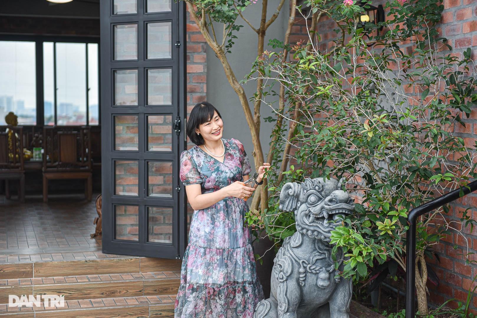 Độc đáo ngôi nhà cổ trăm tuổi rộng 100m2 tọa lạc trên nóc biệt thự ở Hà Nội - 9