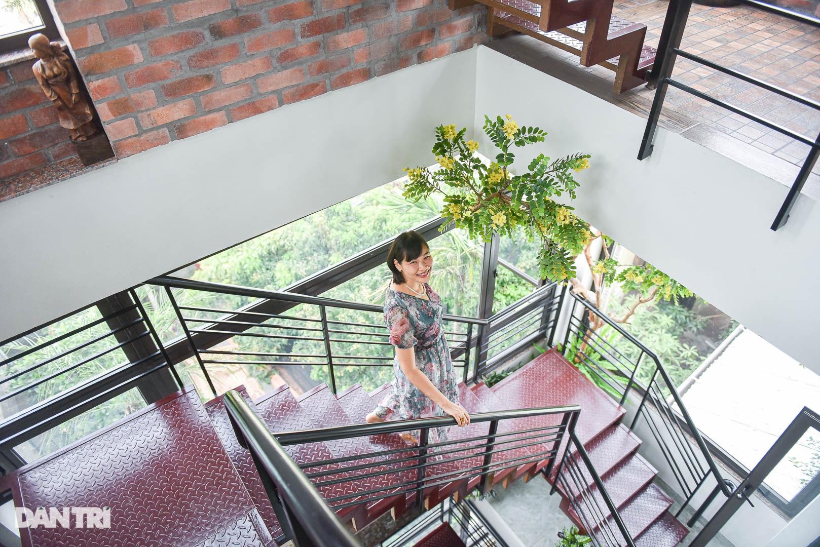 Độc đáo ngôi nhà cổ trăm tuổi rộng 100m2 tọa lạc trên nóc biệt thự ở Hà Nội - 17