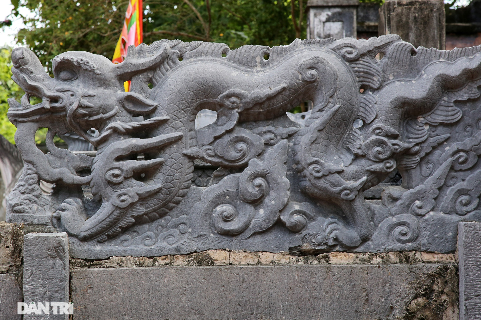 The unique stone sieve in Vietnam carved with the image of a buffalo, a mouse compared with a dragon - 12