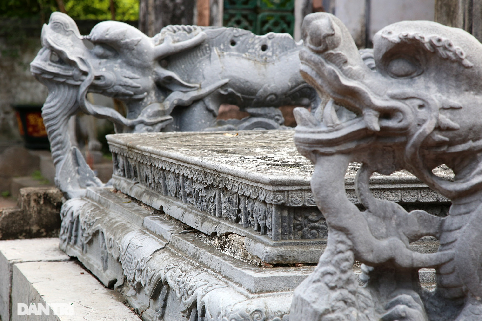 The unique stone dragon sieve in Vietnam carved the image of a buffalo, a mouse compared with a dragon - 11
