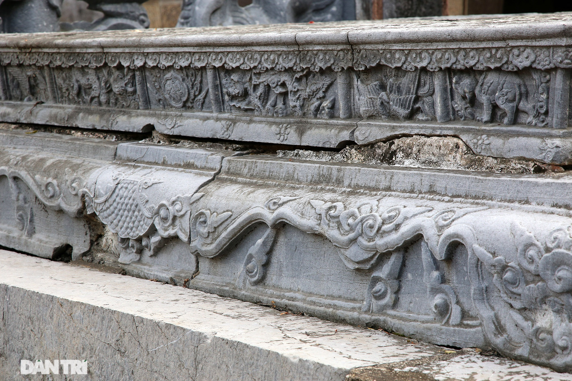 The unique stone sieve in Vietnam carved with the image of a buffalo, a mouse compared with a dragon - 14