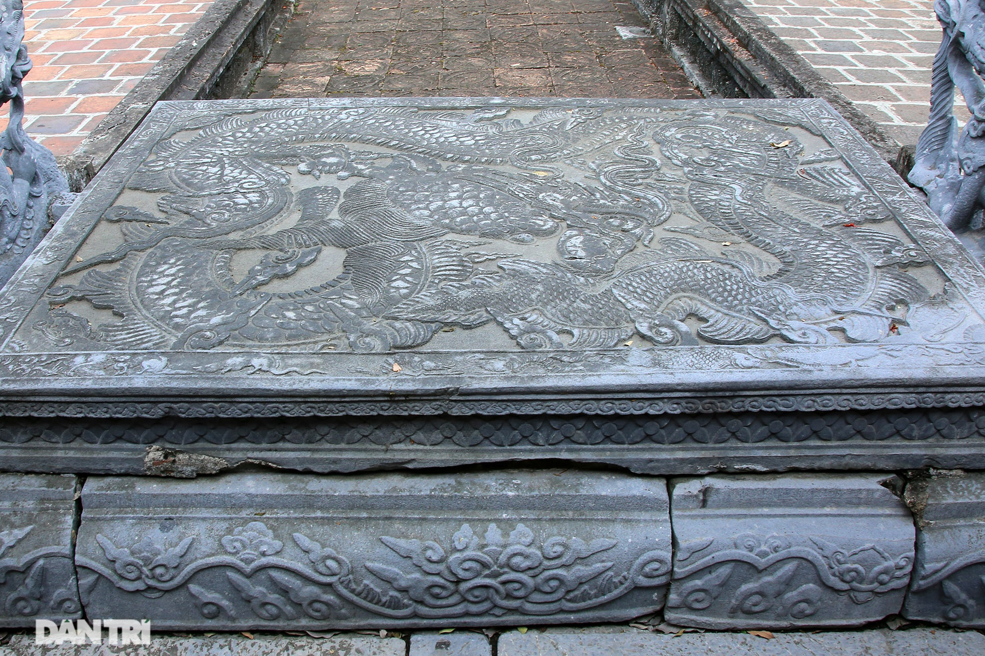 The unique stone sieve in Vietnam carved with the image of a buffalo, a mouse compared with a dragon - 4