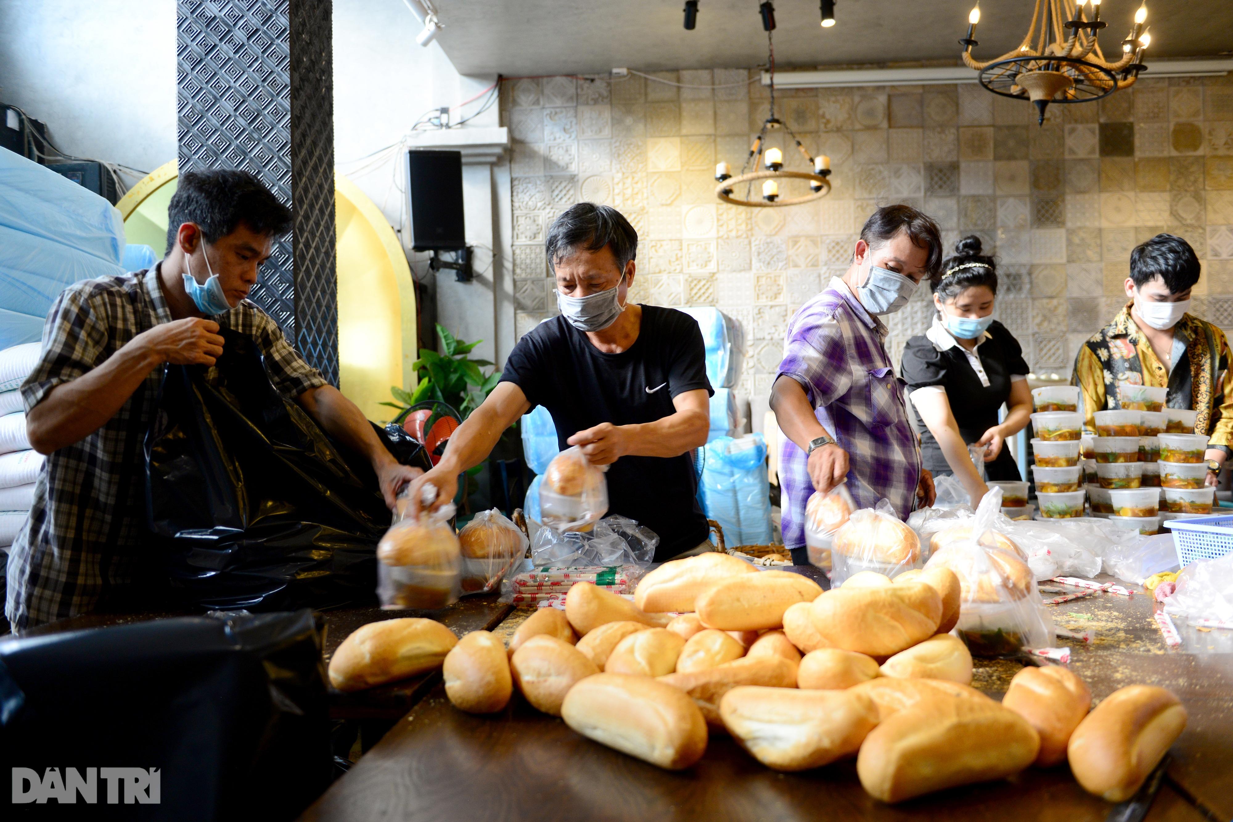 Mạnh thường quân nấu 2.000 suất ăn tiếp tế khu cách ly, người nghèo ở TPHCM - 3