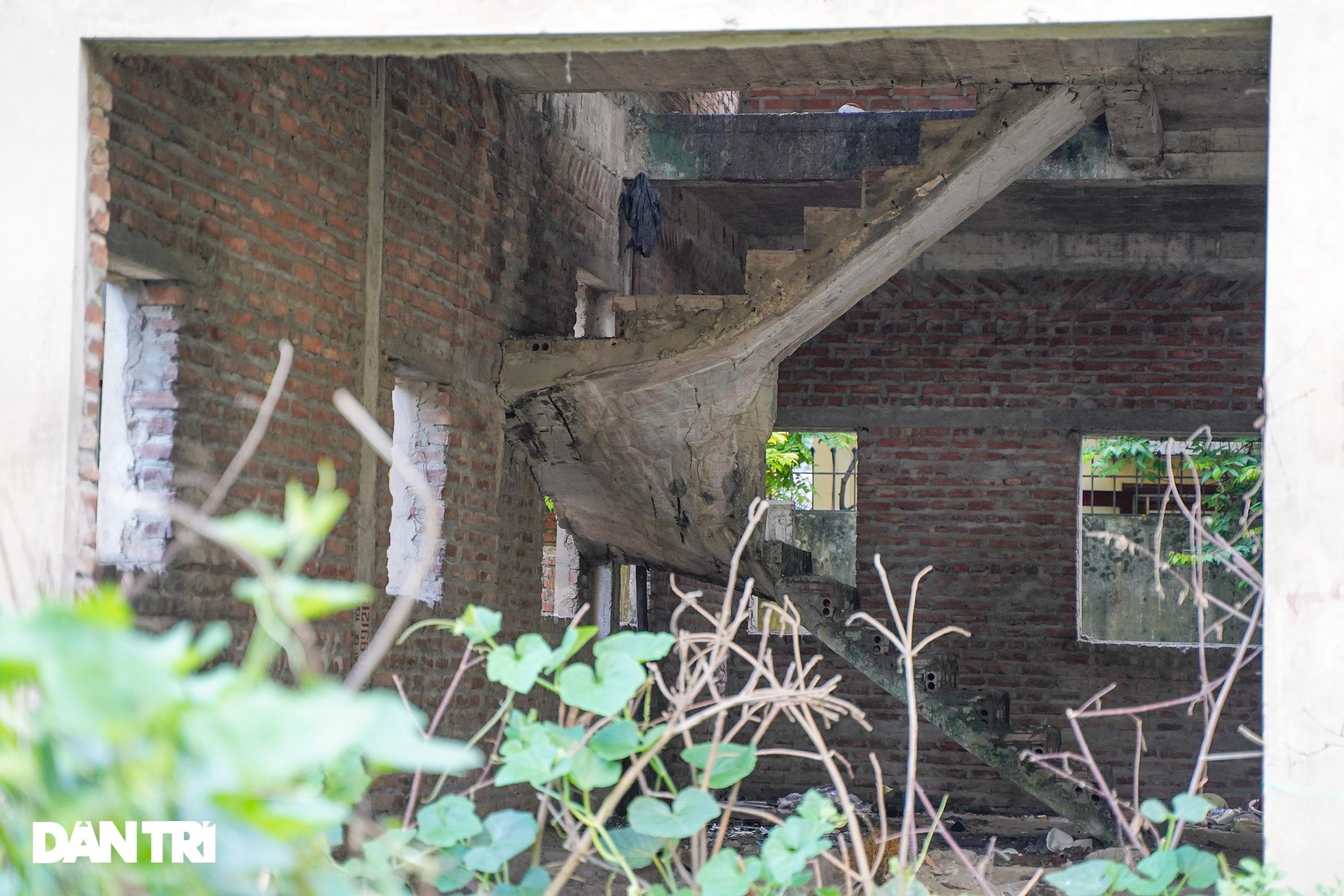 Khung cảnh hoang lạnh trong các biệt thự bỏ hoang giữa lòng Hà Nội - 12