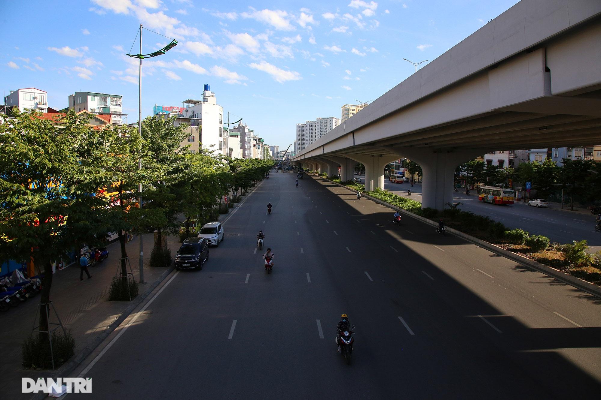Con đường mát mẻ dài nhất Hà Nội giữa những ngày nắng nóng đỉnh điểm - 1