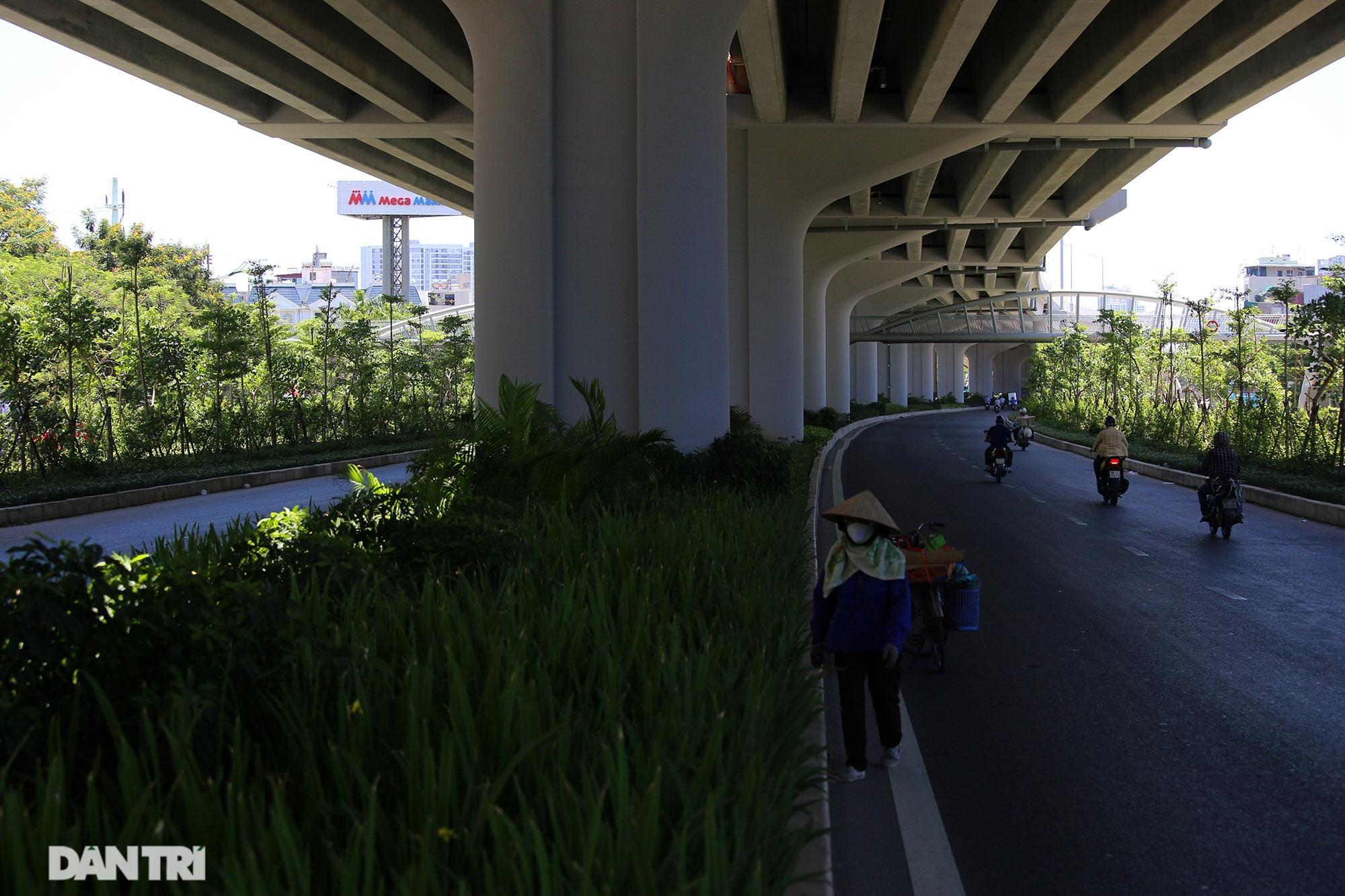 Con đường mát mẻ dài nhất Hà Nội giữa những ngày nắng nóng đỉnh điểm - 14