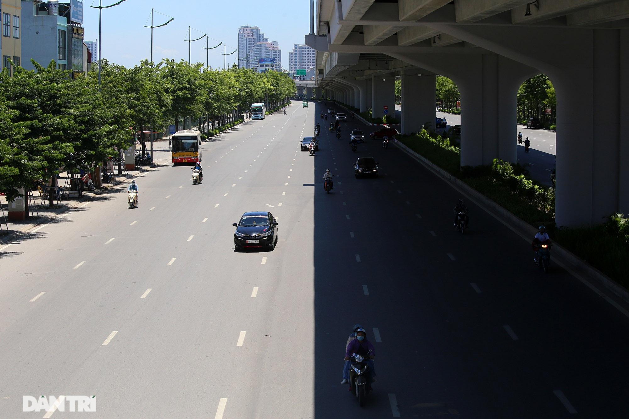 Con đường mát mẻ dài nhất Hà Nội giữa những ngày nắng nóng đỉnh điểm - 3