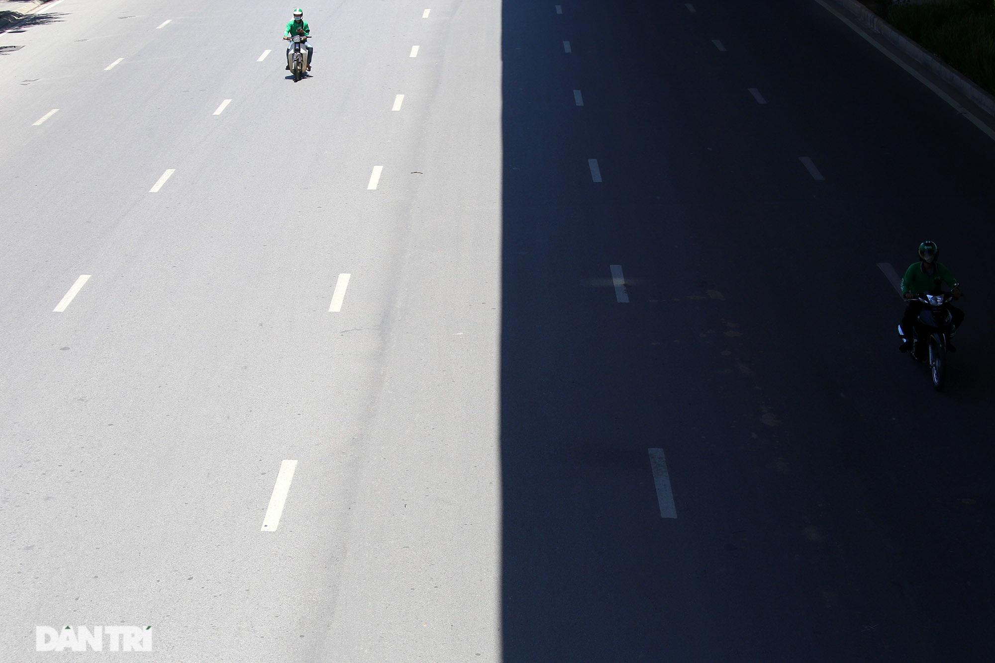 Con đường mát mẻ dài nhất Hà Nội giữa những ngày nắng nóng đỉnh điểm - 4