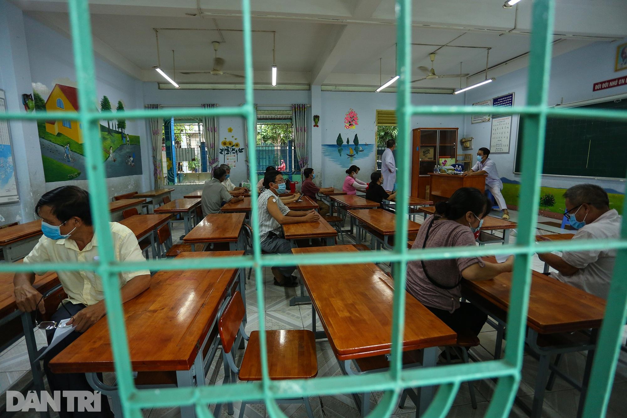 TPHCM dùng trường học, nhà thi đấu để tiêm vắc xin Covid-19 cho 1 triệu dân - 12