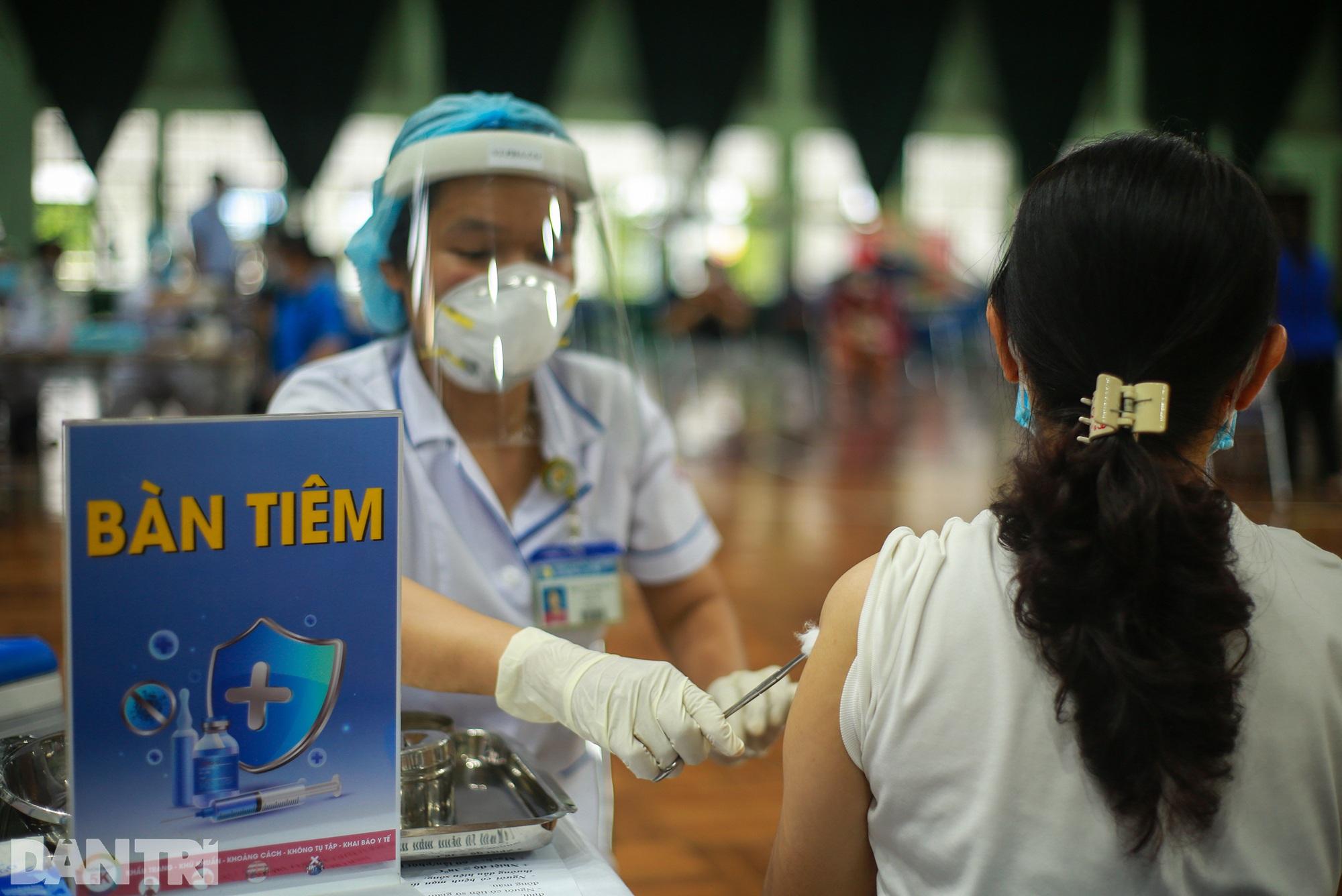 TPHCM dùng trường học, nhà thi đấu để tiêm vắc xin Covid-19 cho 1 triệu dân - 4