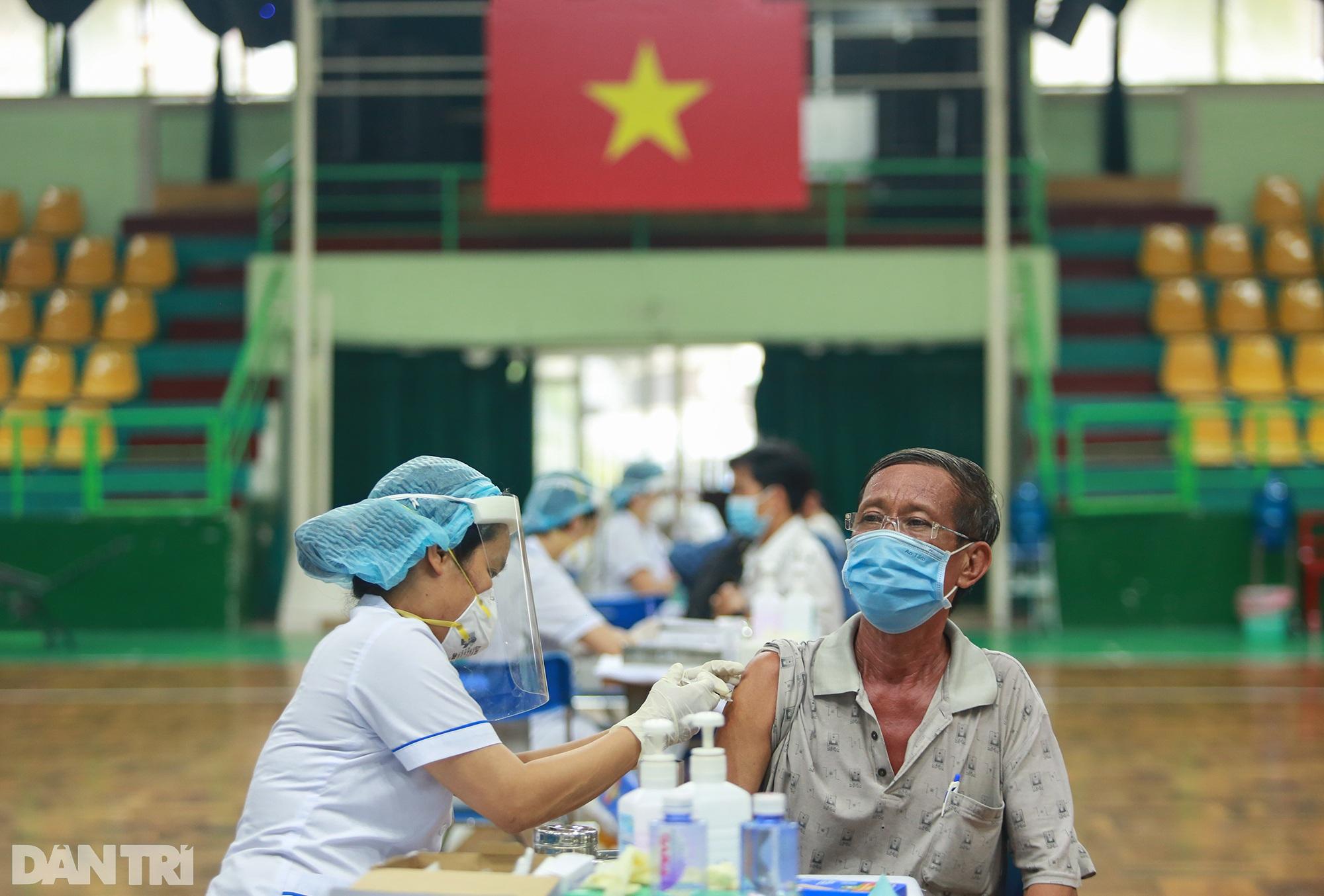 TPHCM dùng trường học, nhà thi đấu để tiêm vắc xin Covid-19 cho 1 triệu dân - 5