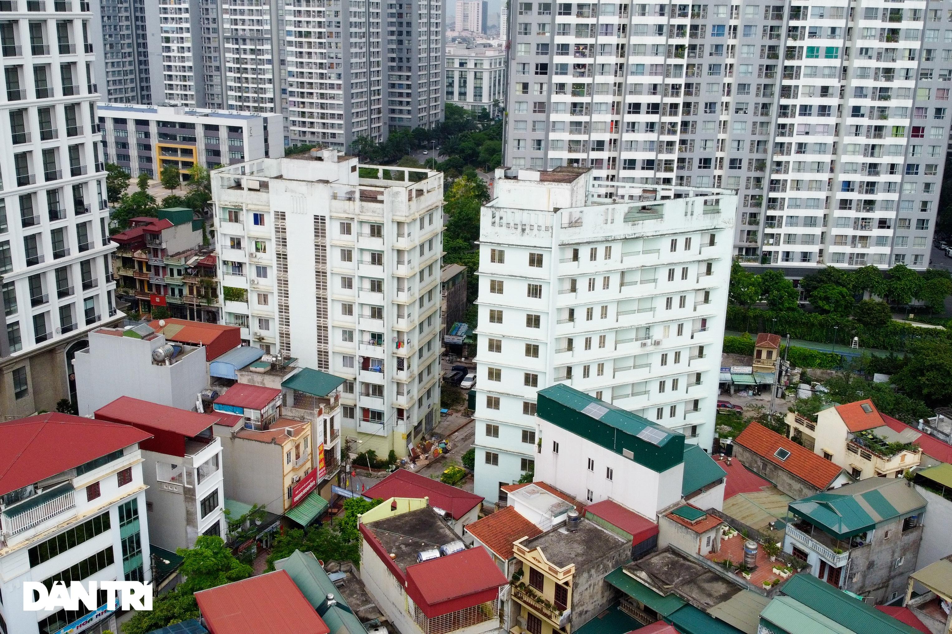 Xót xa hàng loạt khu chung cư cao tầng ở Hà Nội bị bỏ hoang nhiều năm - 14