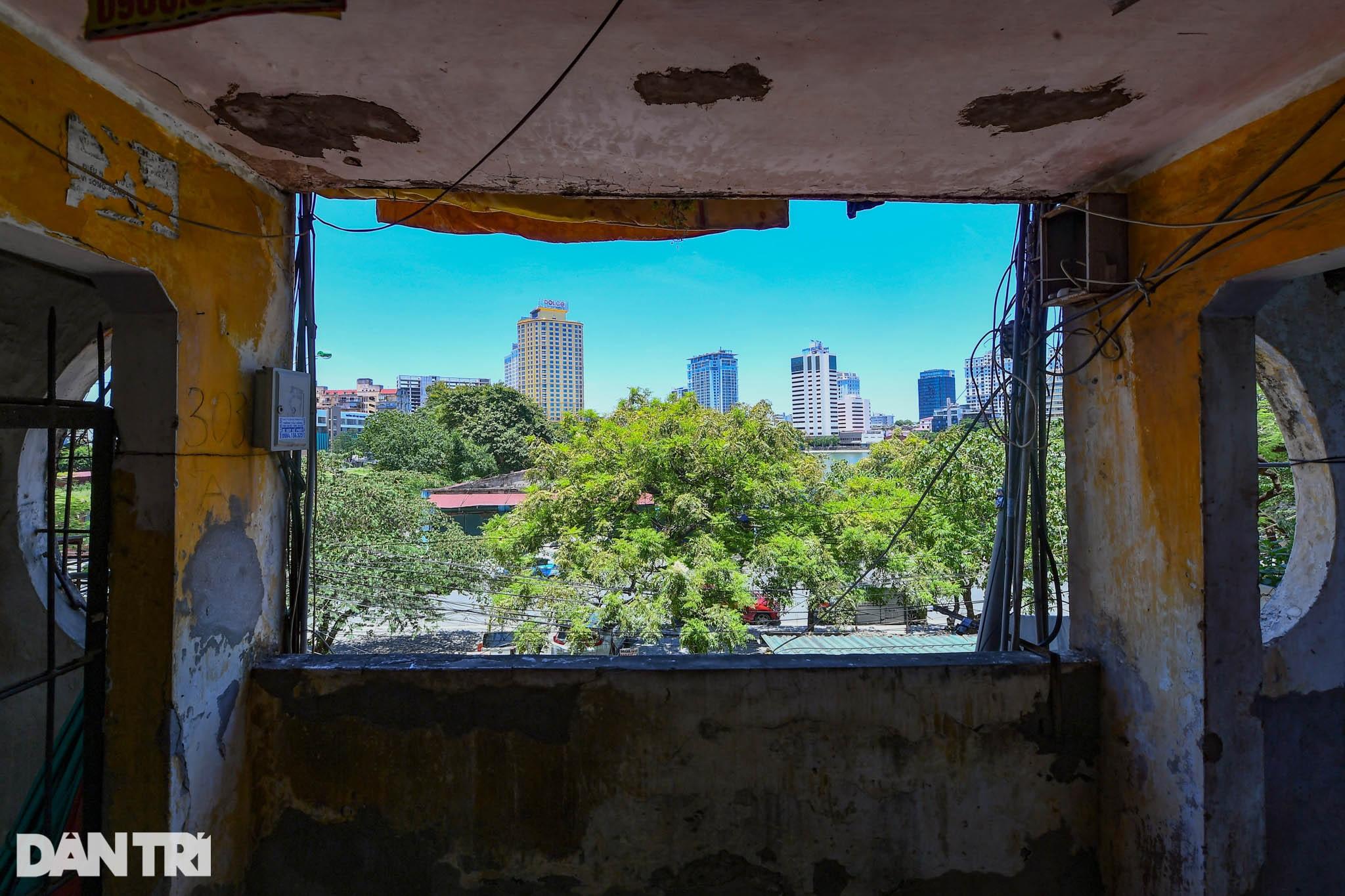 Nhà biến thành hầm ẩm thấp, dột nát tại chung cư tập thể cũ Hà Nội - 17