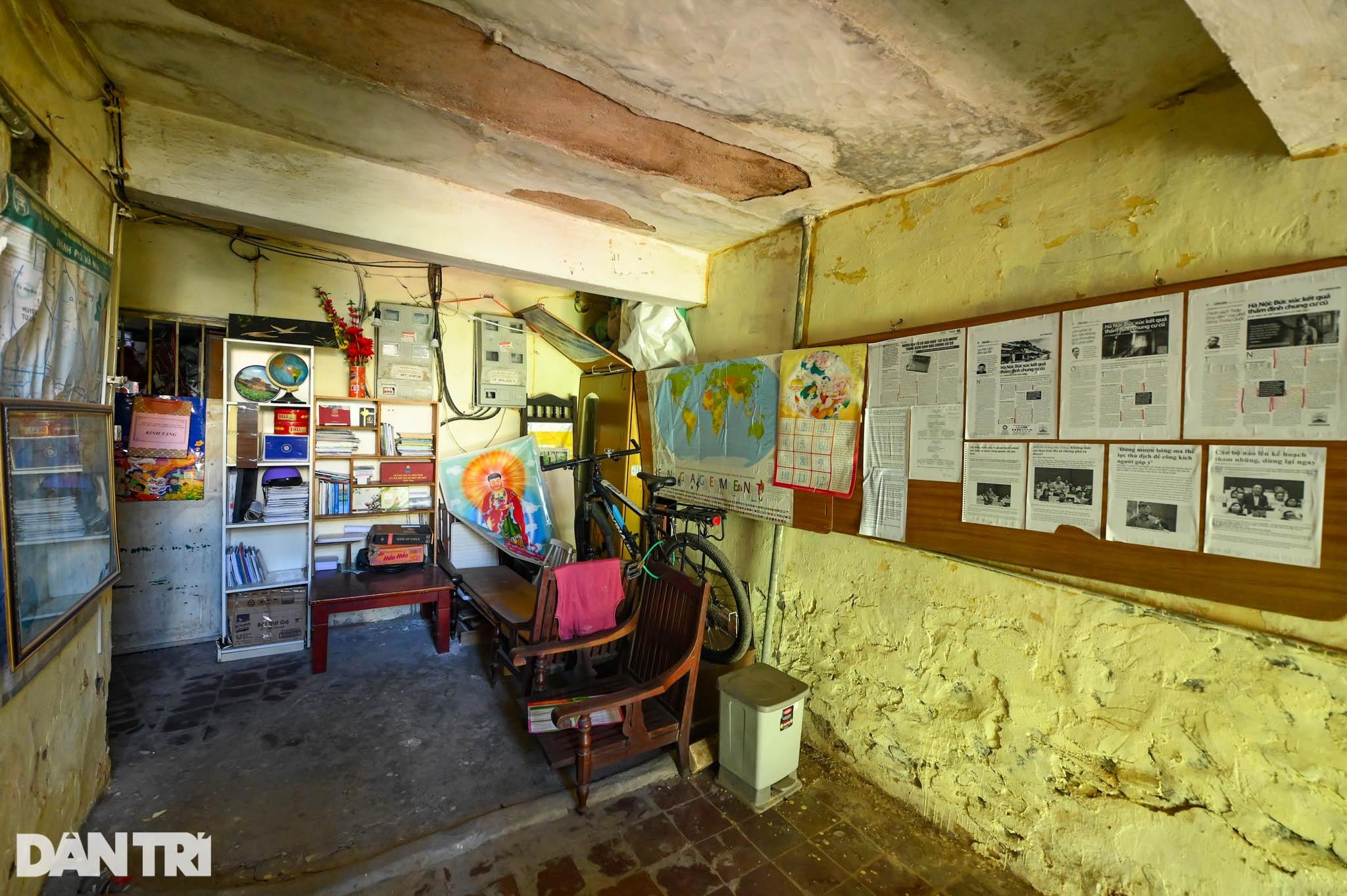 Nhà biến thành hầm ẩm thấp, dột nát tại chung cư tập thể cũ Hà Nội - 14