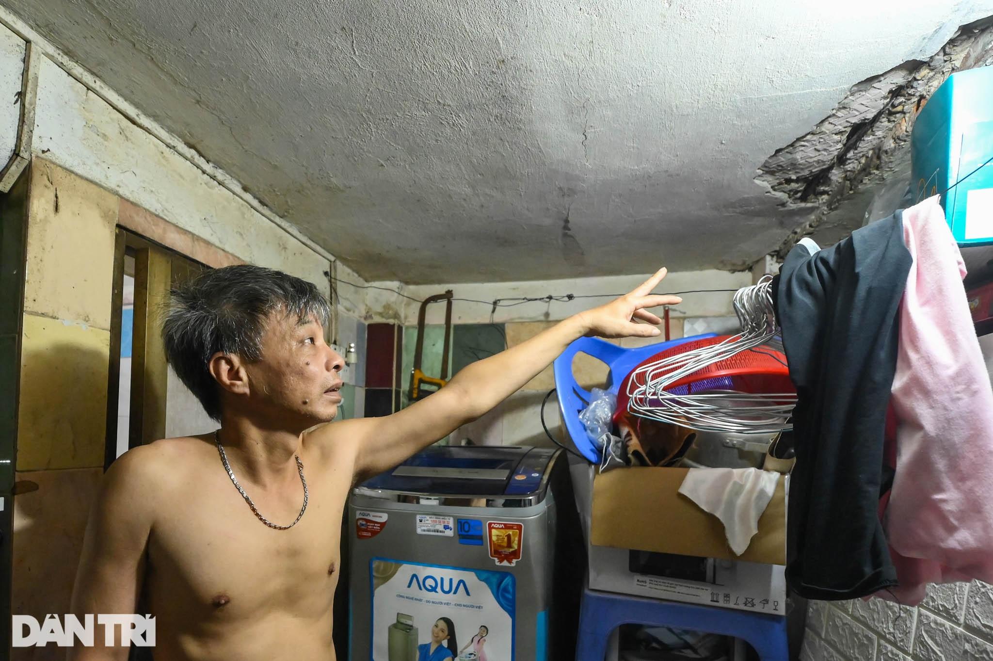 Nhà biến thành hầm ẩm thấp, dột nát tại chung cư tập thể cũ Hà Nội - 6