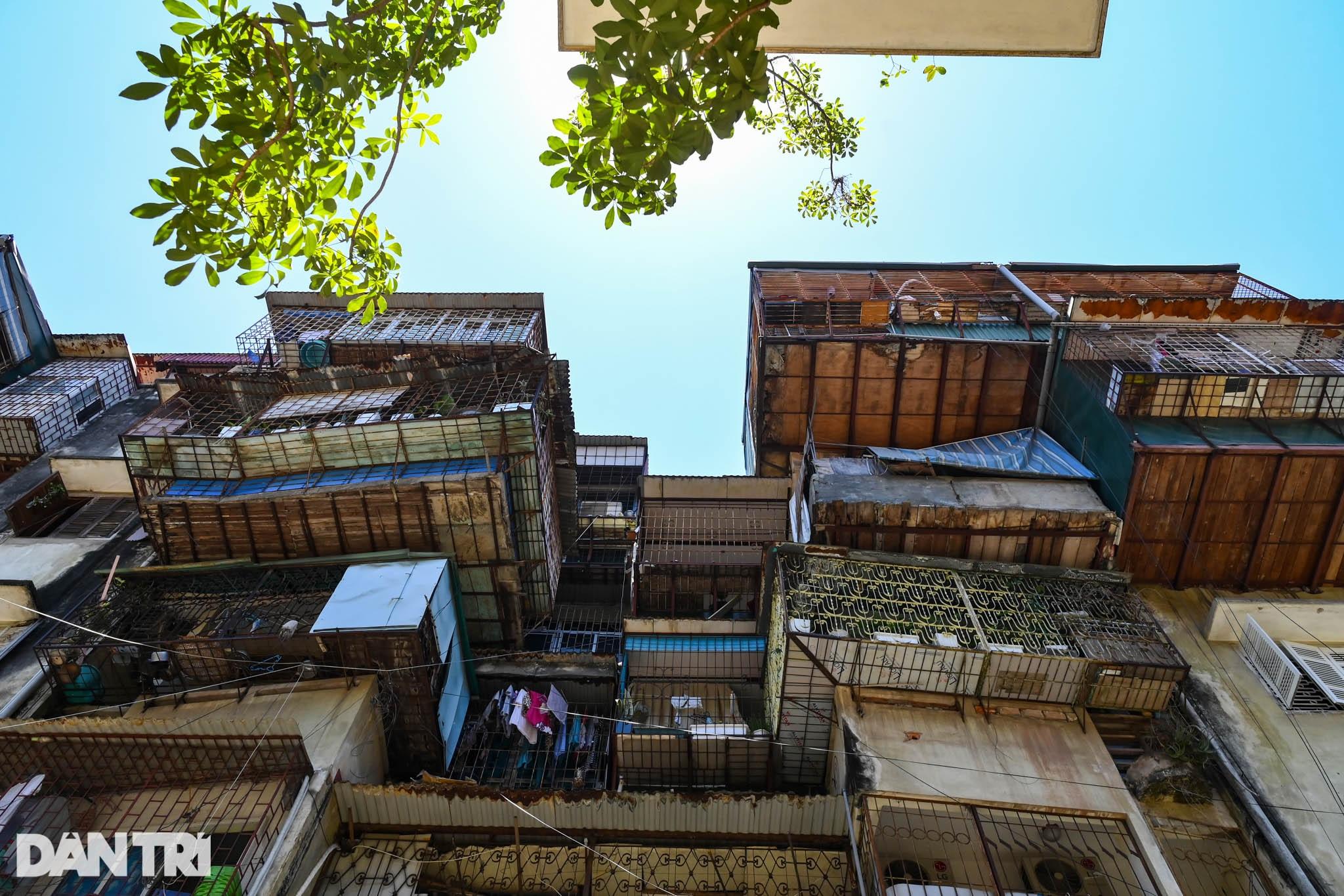 Nhà biến thành hầm ẩm thấp, dột nát tại chung cư tập thể cũ Hà Nội - 15
