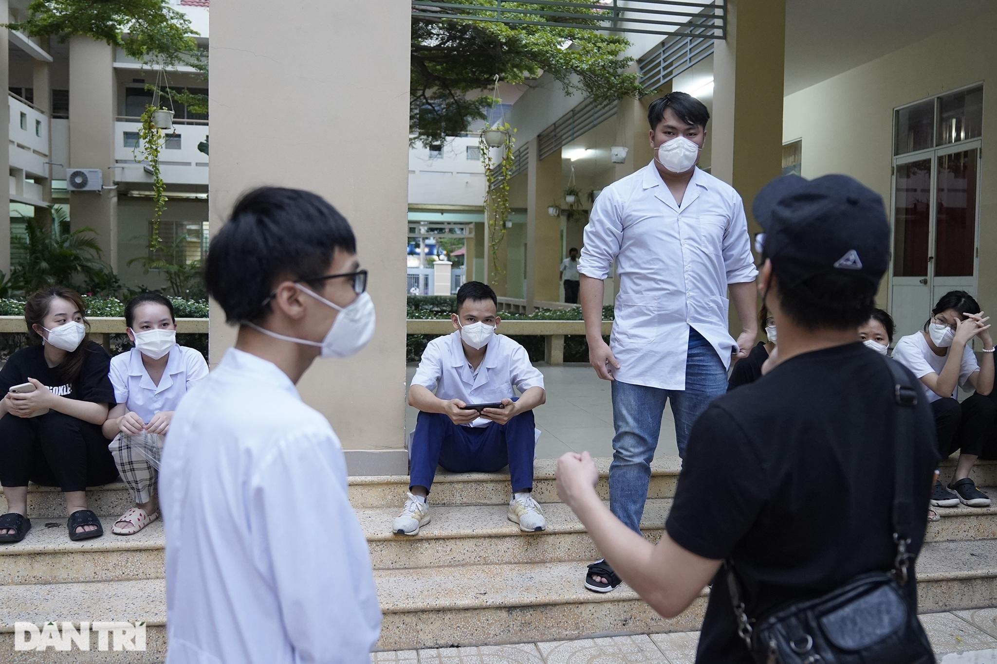 Theo chân 300 sinh viên Hải Dương giúp TPHCM chống dịch giữa ồn ào dư luận - 2
