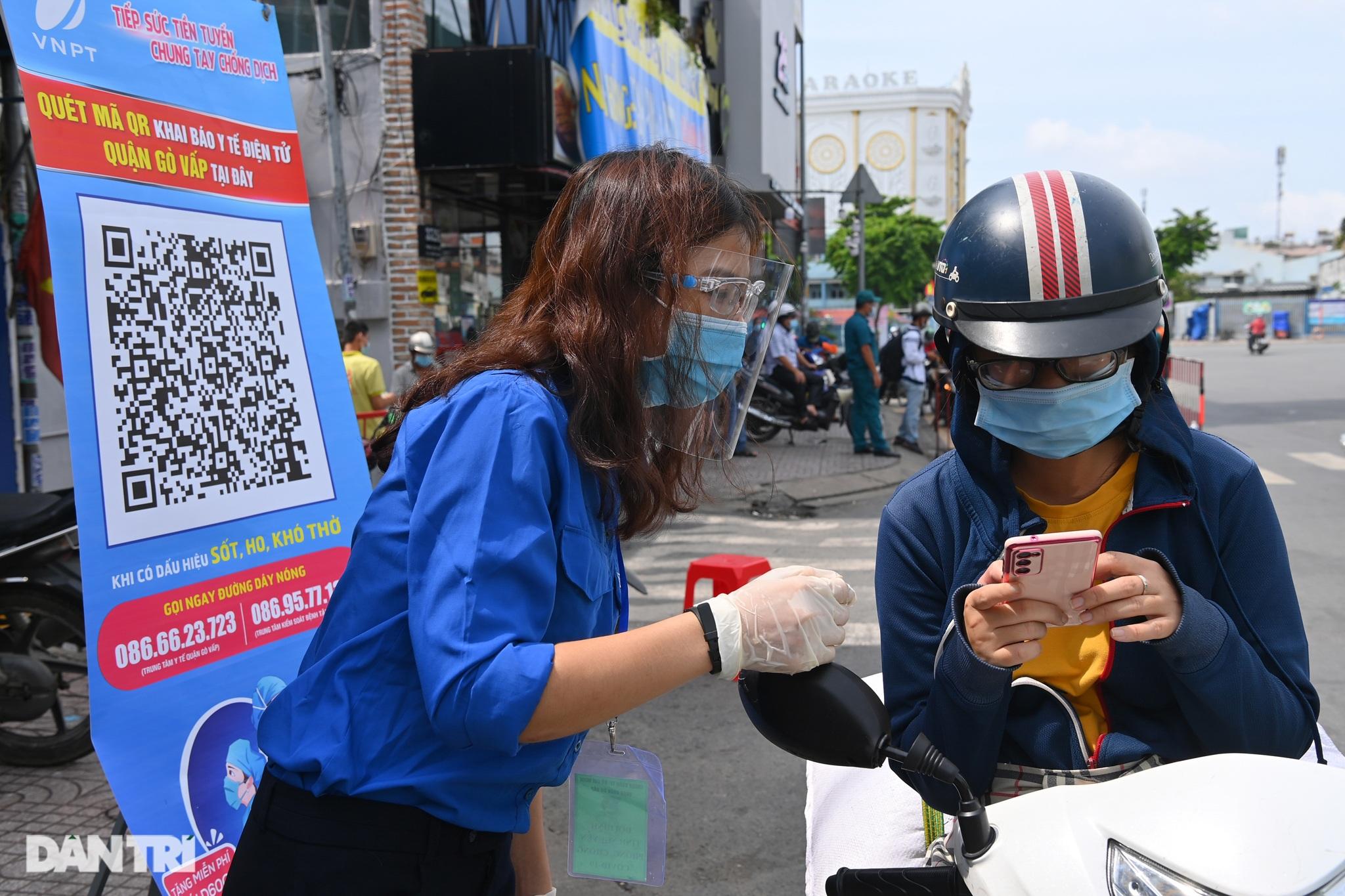 Theo chân 300 sinh viên Hải Dương giúp TPHCM chống dịch giữa ồn ào dư luận - 11