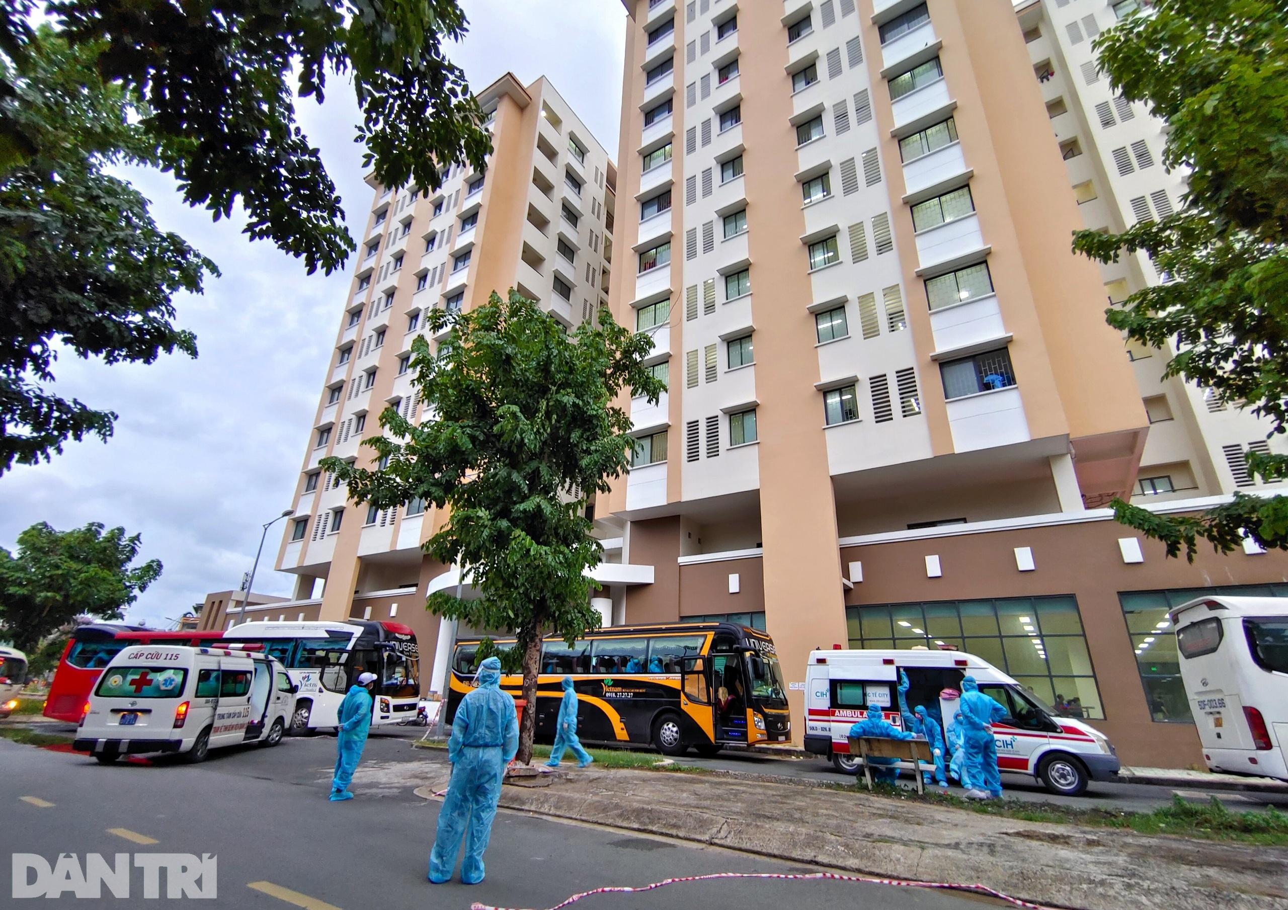 Cận cảnh 3 khu chung cư ở TPHCM được trưng dụng làm bệnh viện dã chiến - 9