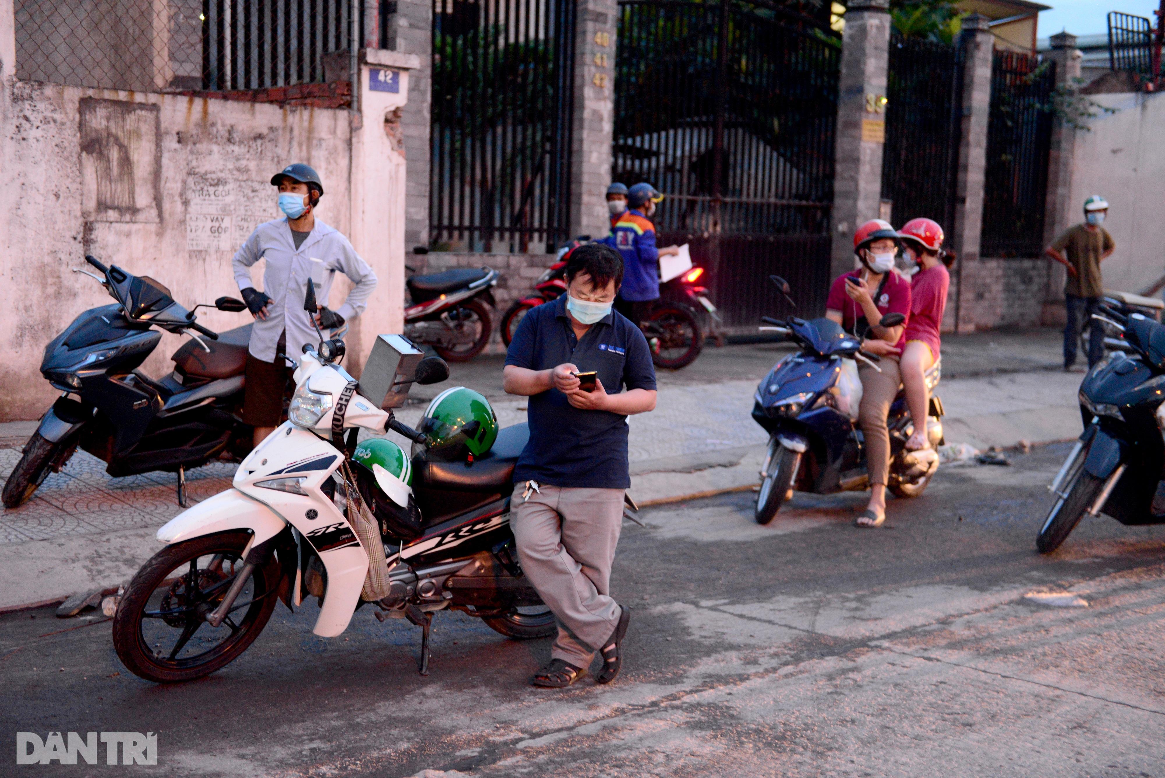 Người dân khăn gói hành lý ùn ùn rời Sài Gòn ngay trước giờ G - 9