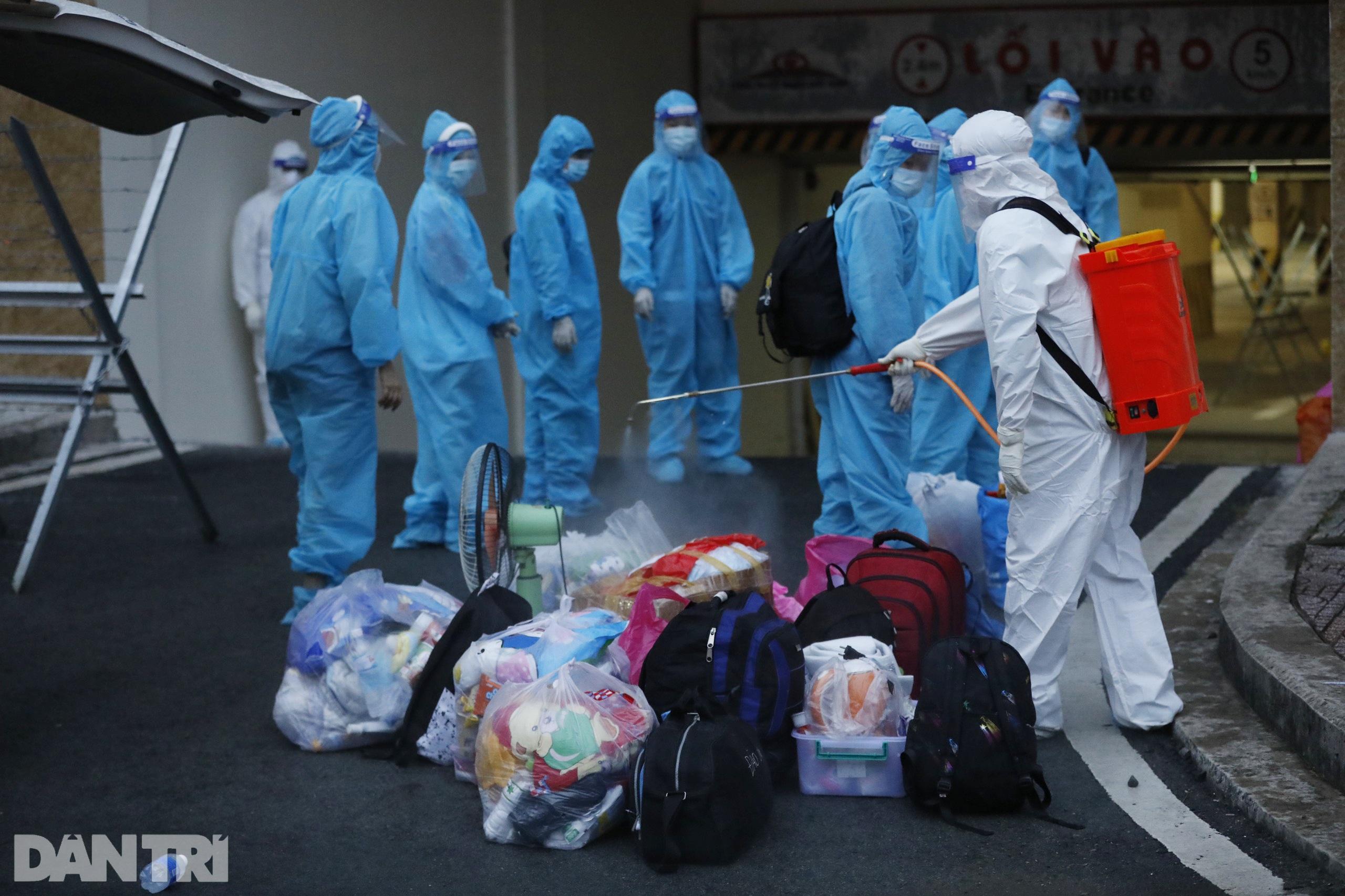 Cận cảnh 3 khu chung cư ở TPHCM được trưng dụng làm bệnh viện dã chiến - 15