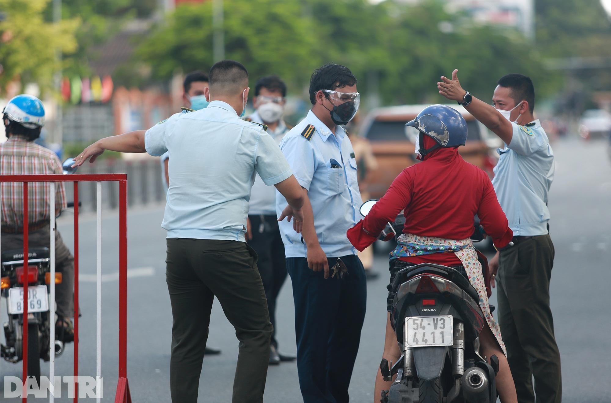 Đạp xe ra đường ở TPHCM với lý do mập mờ không thể xác thực bị phạt 2 triệu - 7