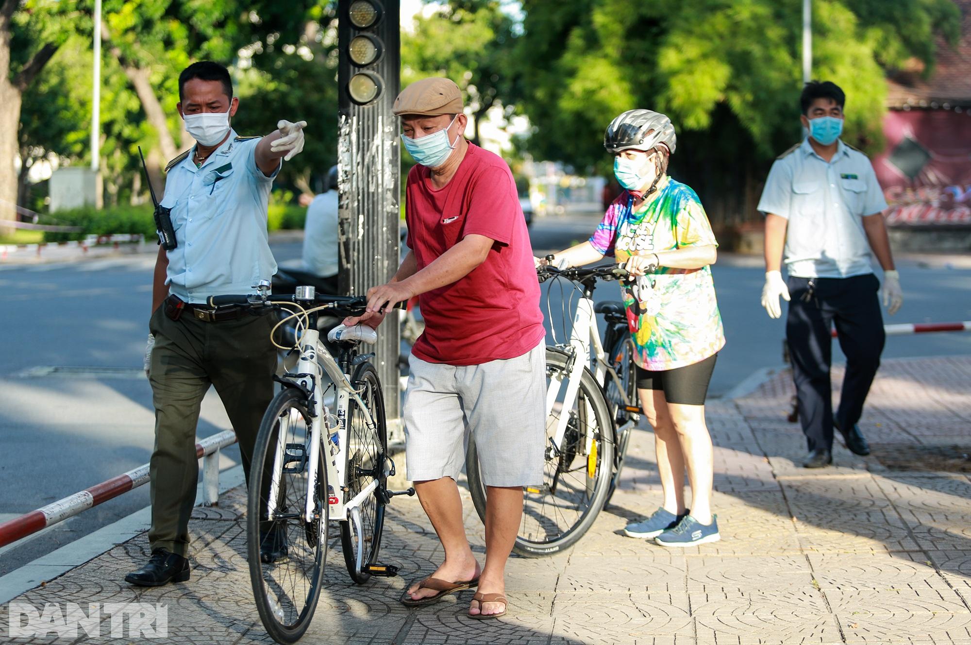 Đạp xe ra đường ở TPHCM với lý do mập mờ không thể xác thực bị phạt 2 triệu - 8