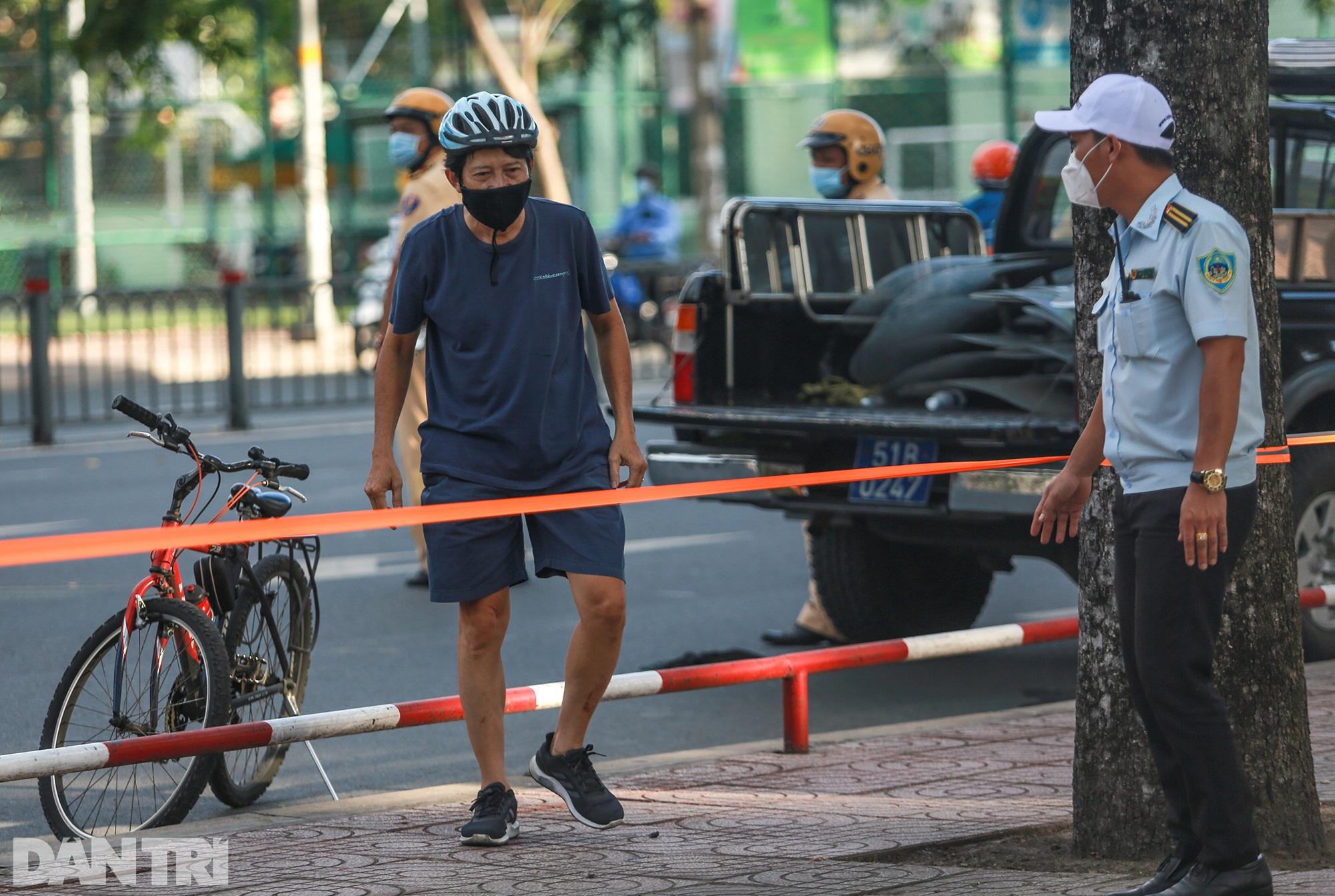 Đạp xe ra đường ở TPHCM với lý do mập mờ không thể xác thực bị phạt 2 triệu - 10