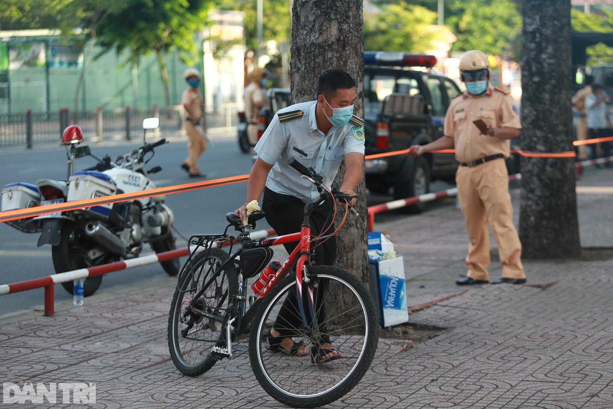 Đạp xe ra đường ở TPHCM với lý do mập mờ không thể xác thực bị phạt 2 triệu - 9