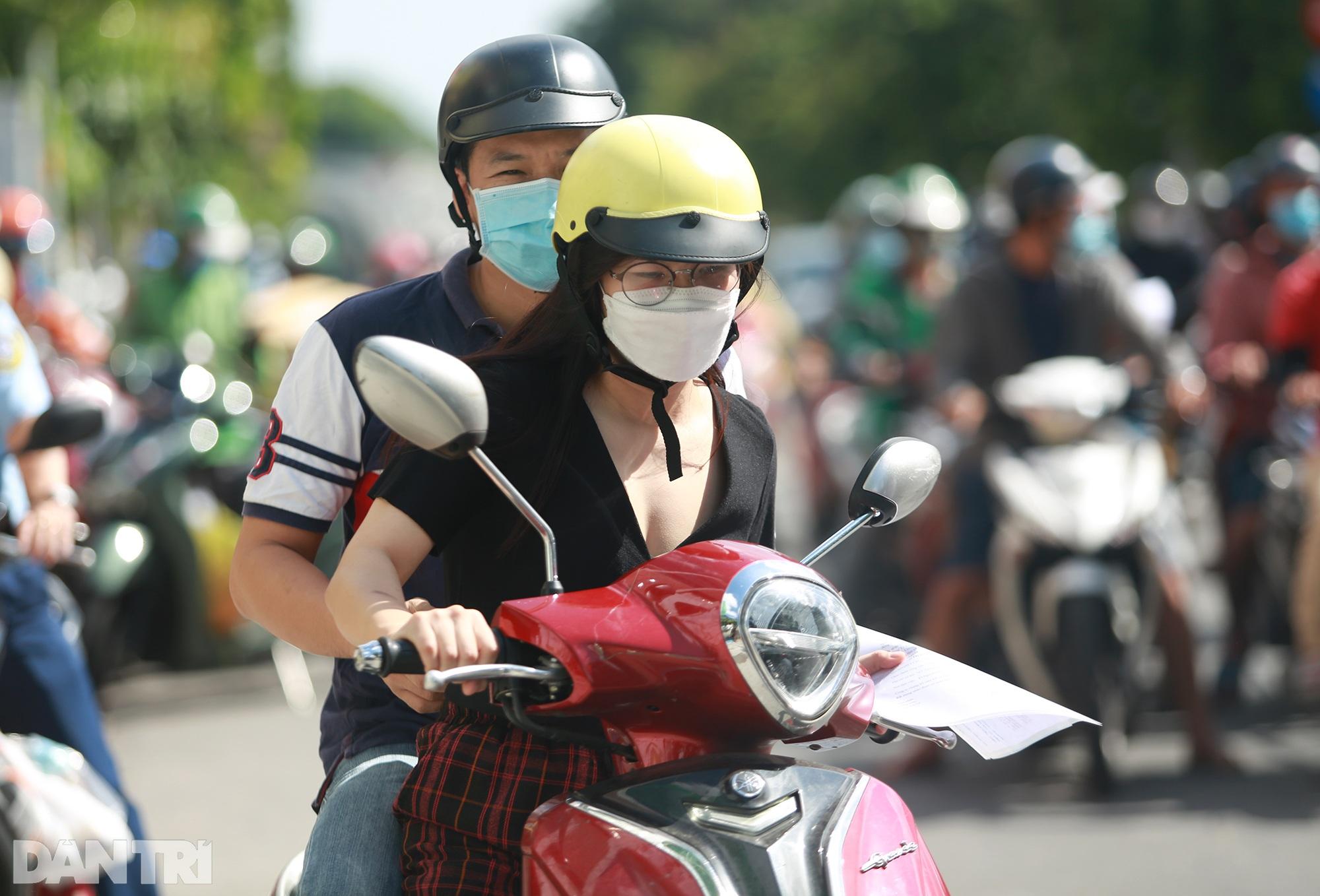Đạp xe ra đường ở TPHCM với lý do mập mờ không thể xác thực bị phạt 2 triệu - 4