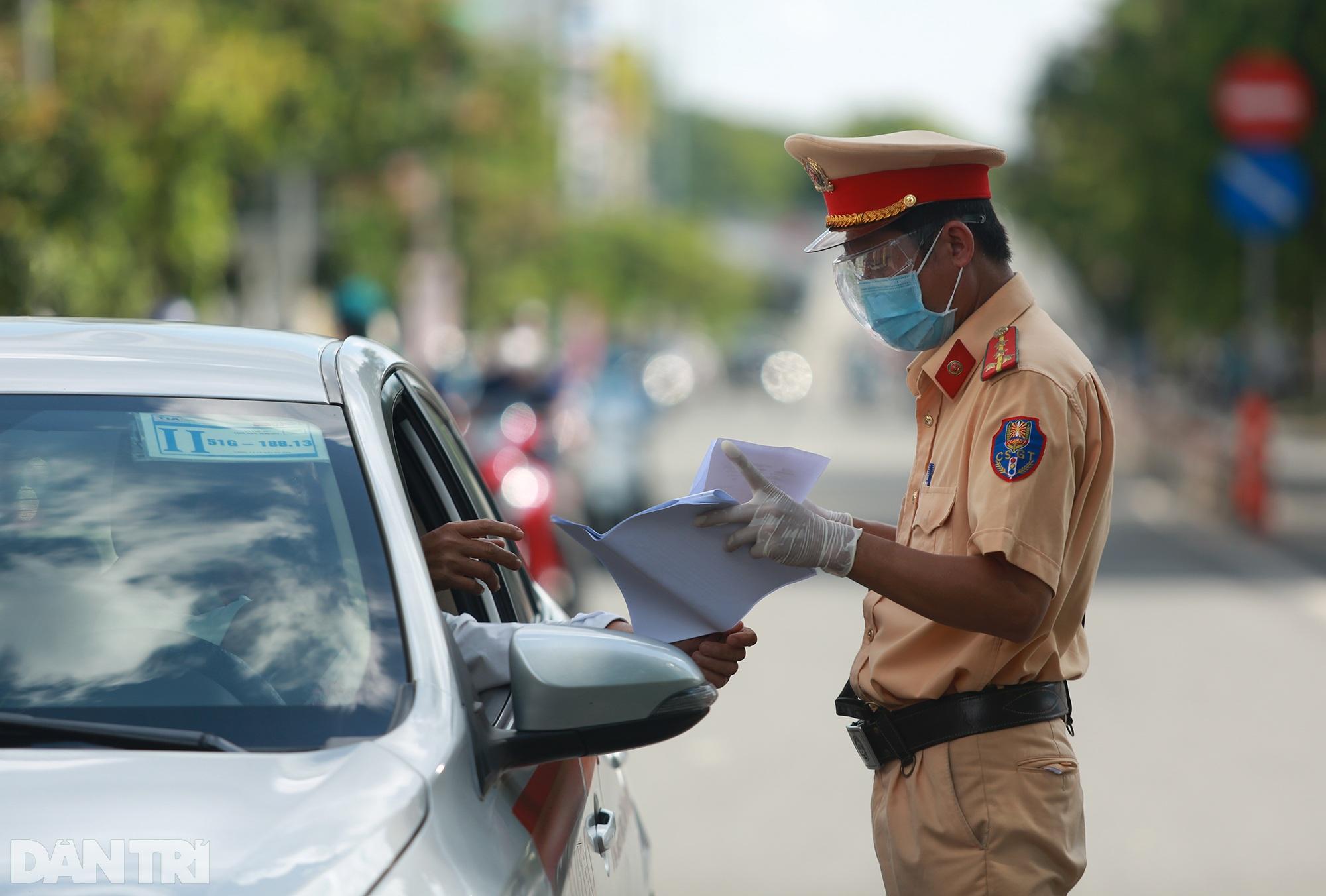 Đạp xe ra đường ở TPHCM với lý do mập mờ không thể xác thực bị phạt 2 triệu - 3