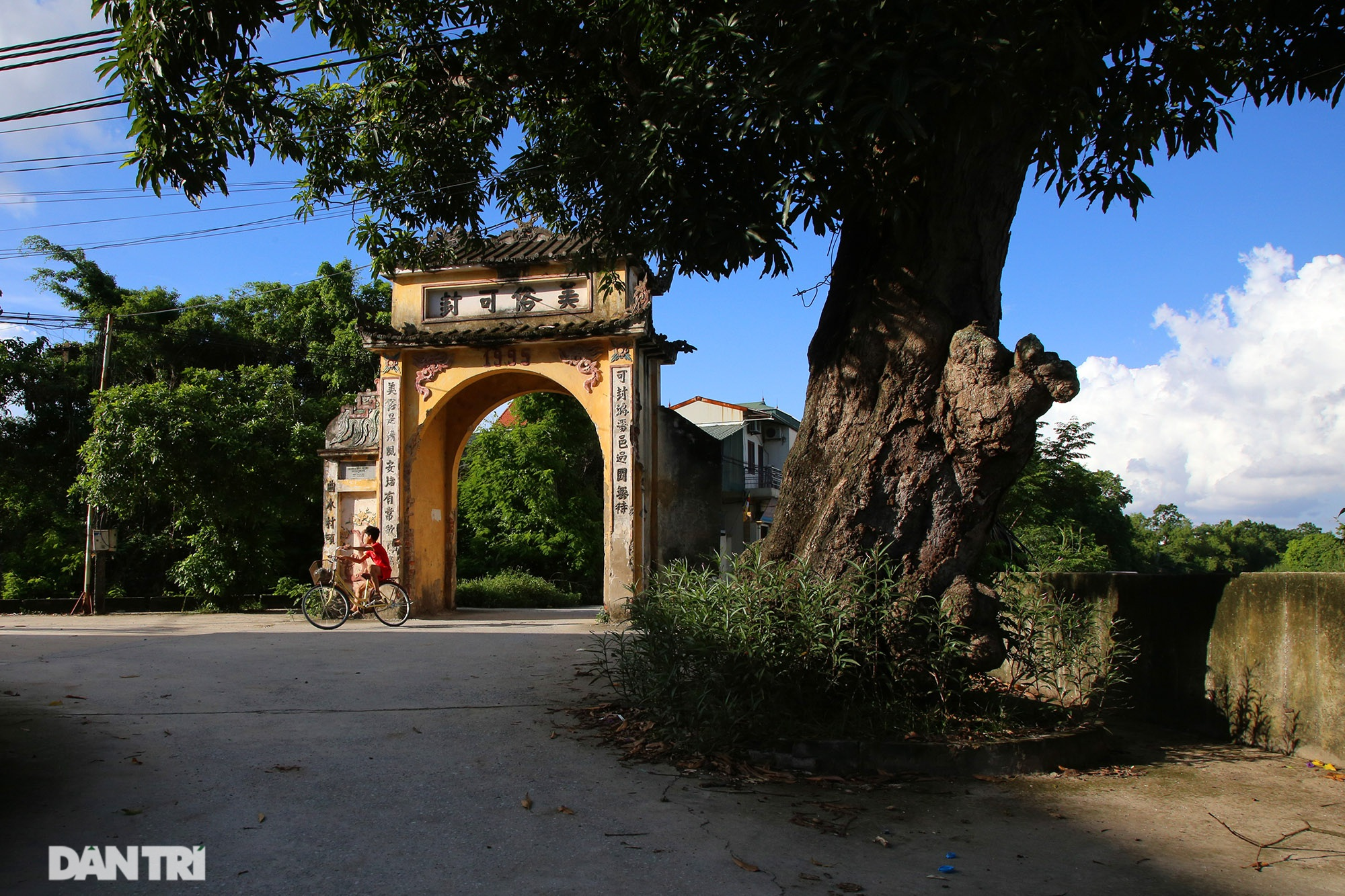 The famous and rich thousand-year-old ancient village is now rare in Hanoi - 10