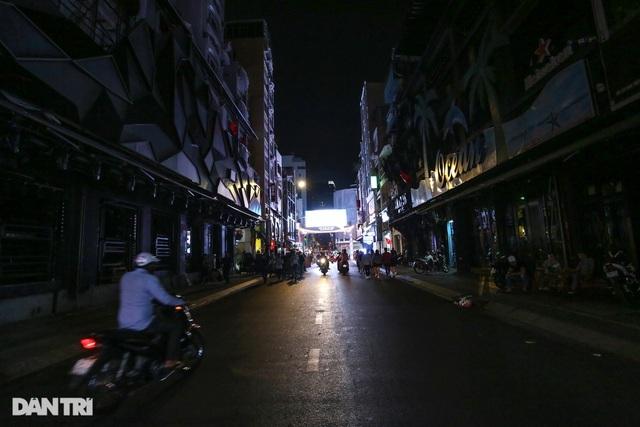 Hàng quán Sài Gòn kiệt sức, tiền nào đổ vào cũng bay - 19