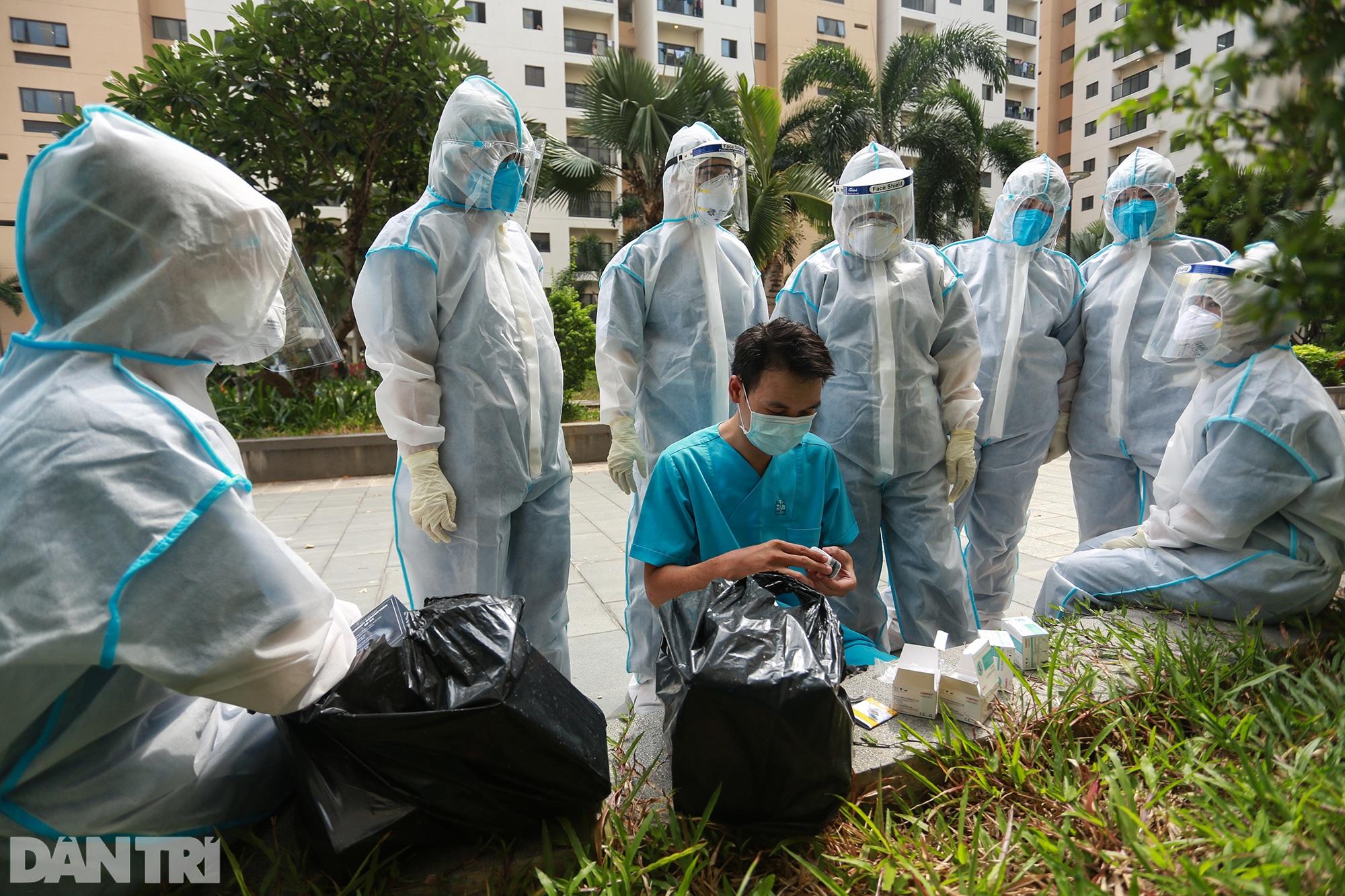 Một ngày bên trong Bệnh viện dã chiến lớn nhất TPHCM đang điều trị 3.400 F0 - 6