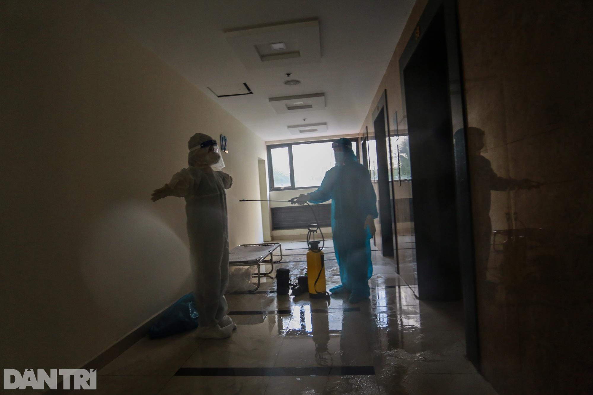 Một ngày bên trong Bệnh viện dã chiến lớn nhất TPHCM đang điều trị 3.400 F0 - 10