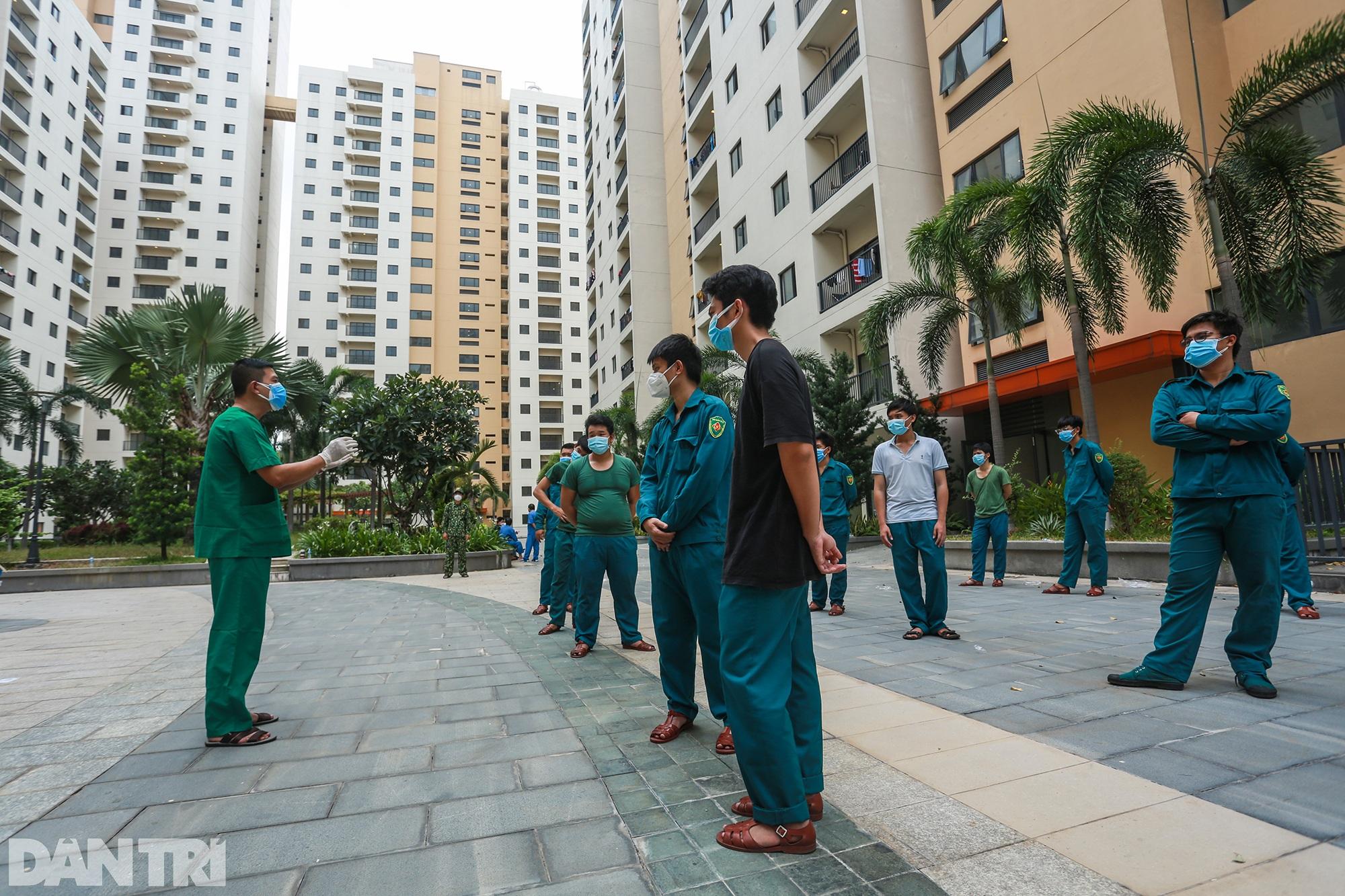 Một ngày bên trong Bệnh viện dã chiến lớn nhất TPHCM đang điều trị 3.400 F0 - 3
