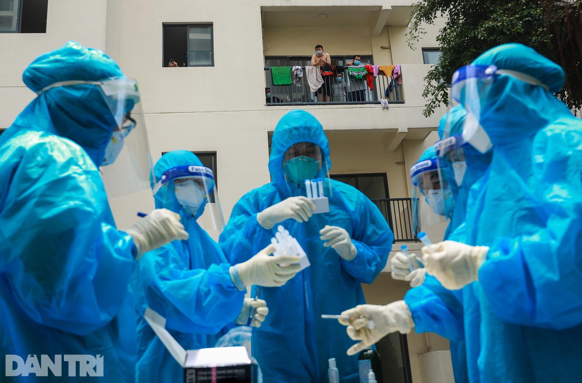 Một ngày bên trong Bệnh viện dã chiến lớn nhất TPHCM đang điều trị 3.400 F0 - 2
