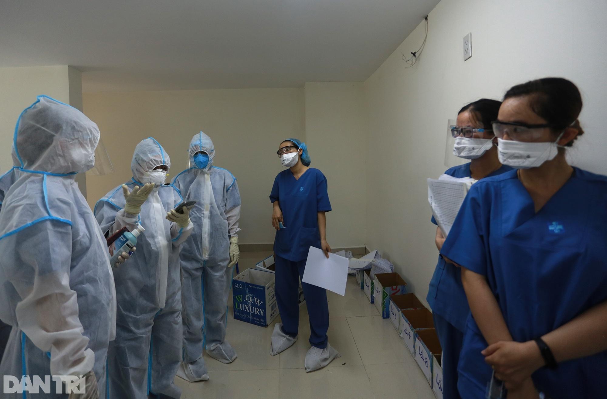 Một ngày bên trong Bệnh viện dã chiến lớn nhất TPHCM đang điều trị 3.400 F0 - 7