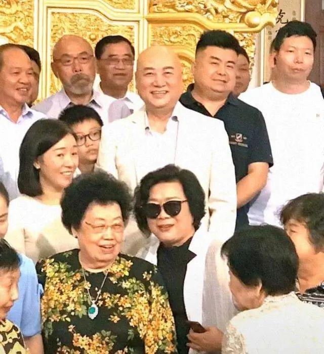 Lần hiếm hoi Đường Tăng Trì Trọng Thụy xuất hiện bên vợ tỷ phú 80 tuổi - 1