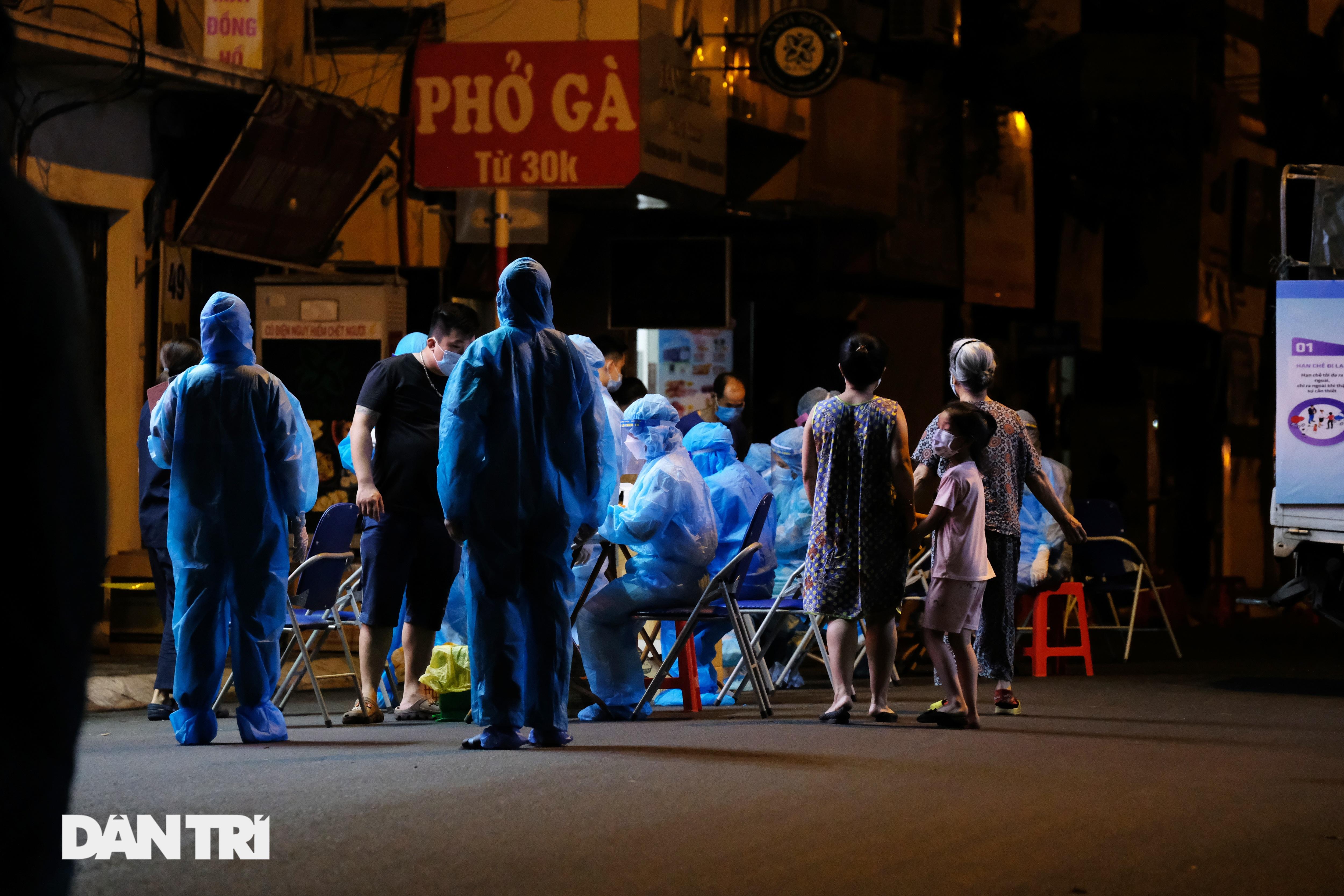 Hà Nội: Xuyên đêm phong tỏa, xét nghiệm hơn 100 người ở Thụy Khuê - 7
