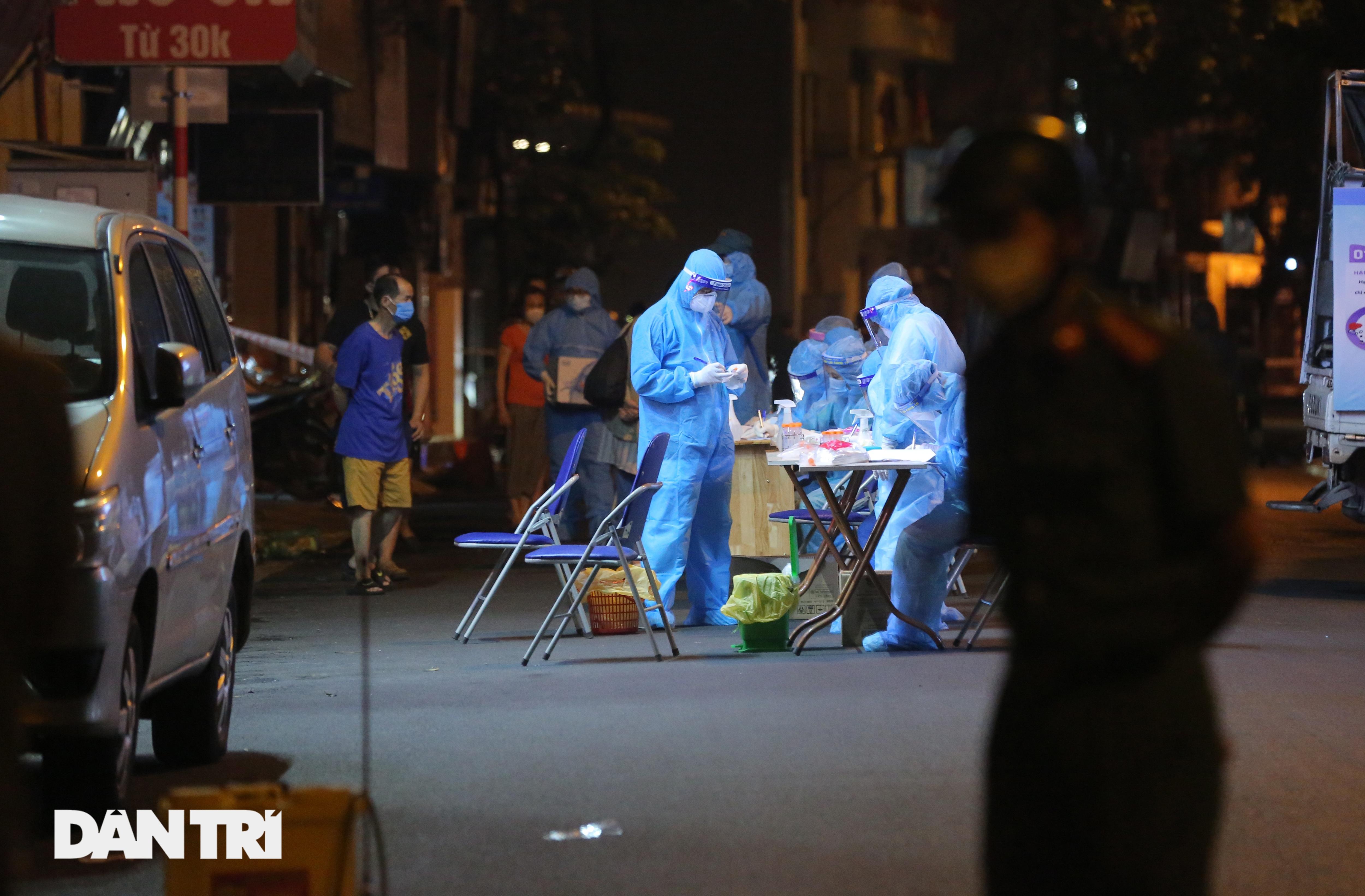 Hà Nội: Xuyên đêm phong tỏa, xét nghiệm hơn 100 người ở Thụy Khuê - 9