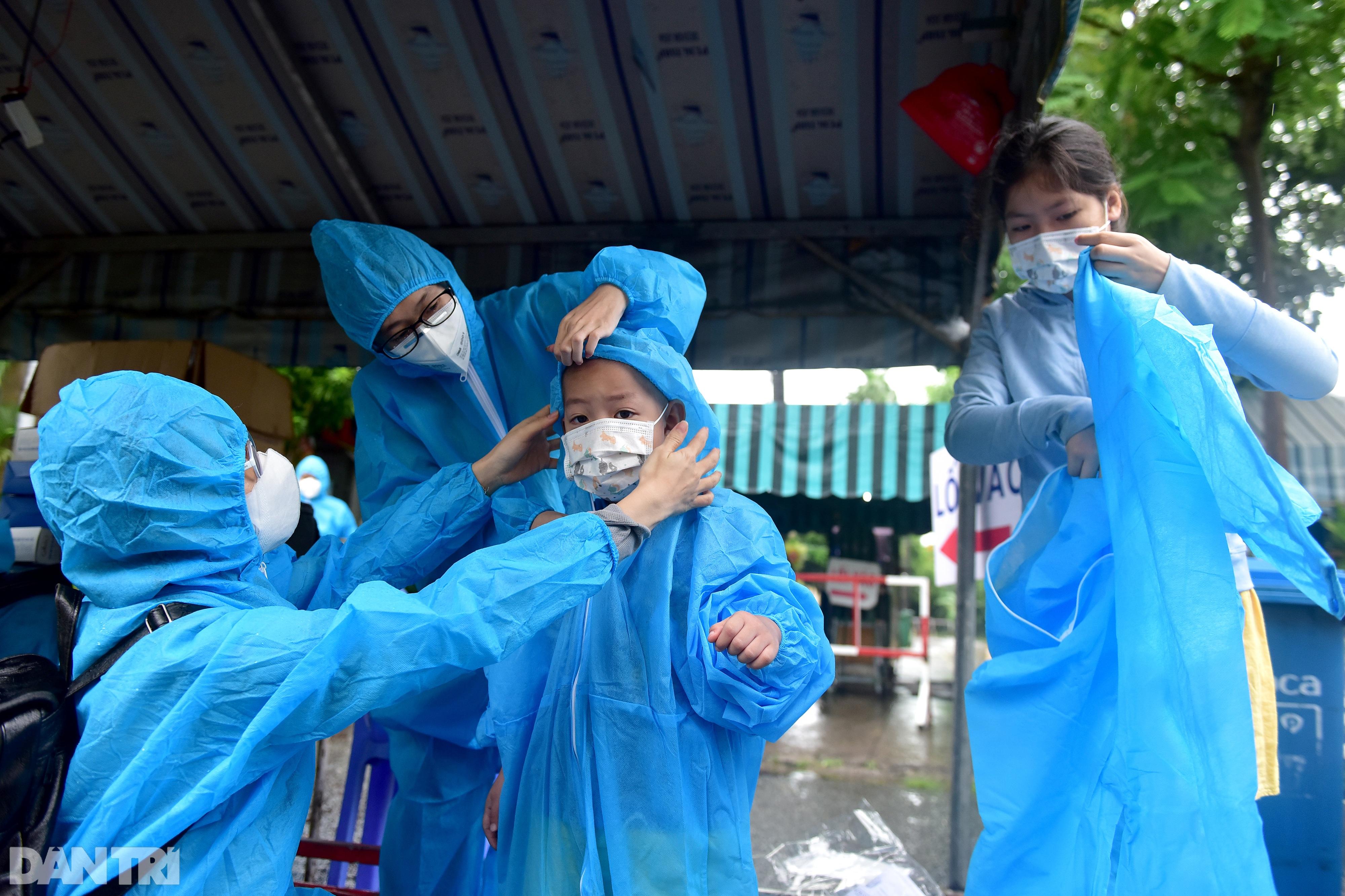 500 công dân Quảng Nam lên xe khách rời tâm dịch TPHCM trở về quê nhà - 4