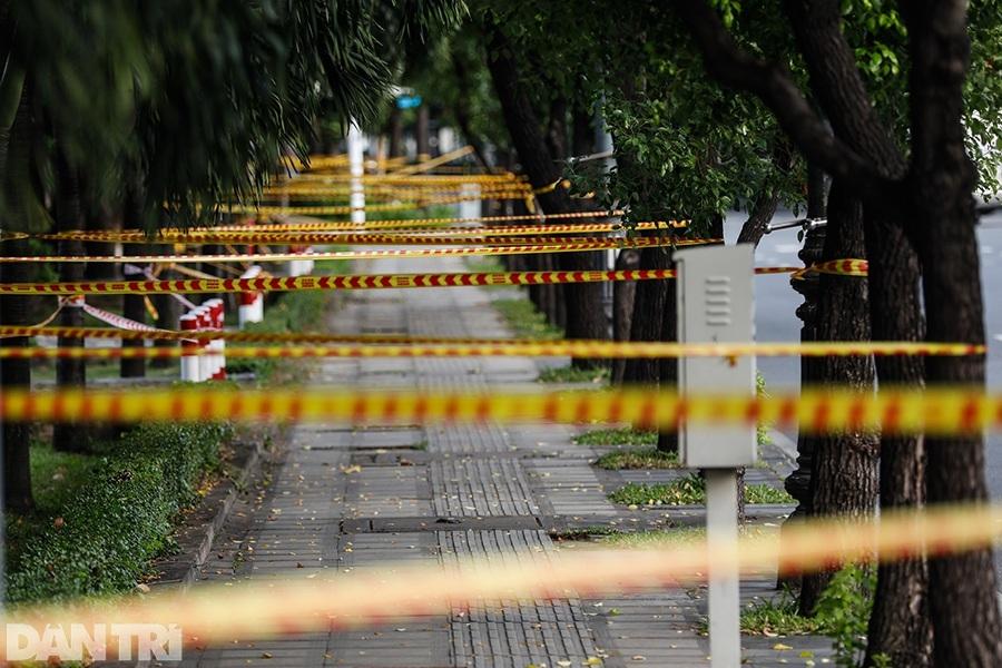 Sài Gòn tĩnh lặng thêm một tuần  vì con virus quái ác - 1