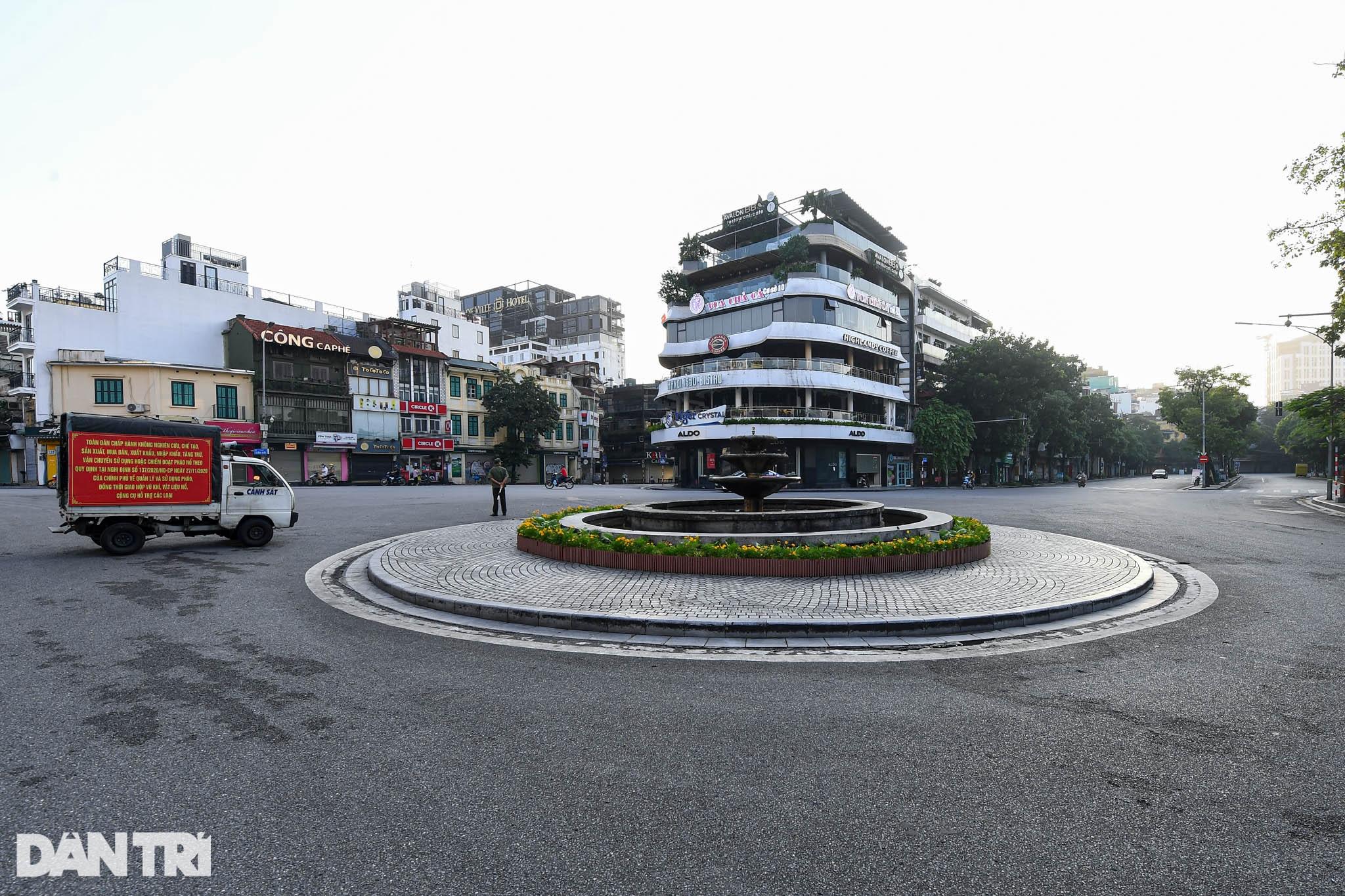 Hà Nội ngày đầu thực hiện Chỉ thị 16: Đường phố vắng, chợ dân sinh đông đúc - 2
